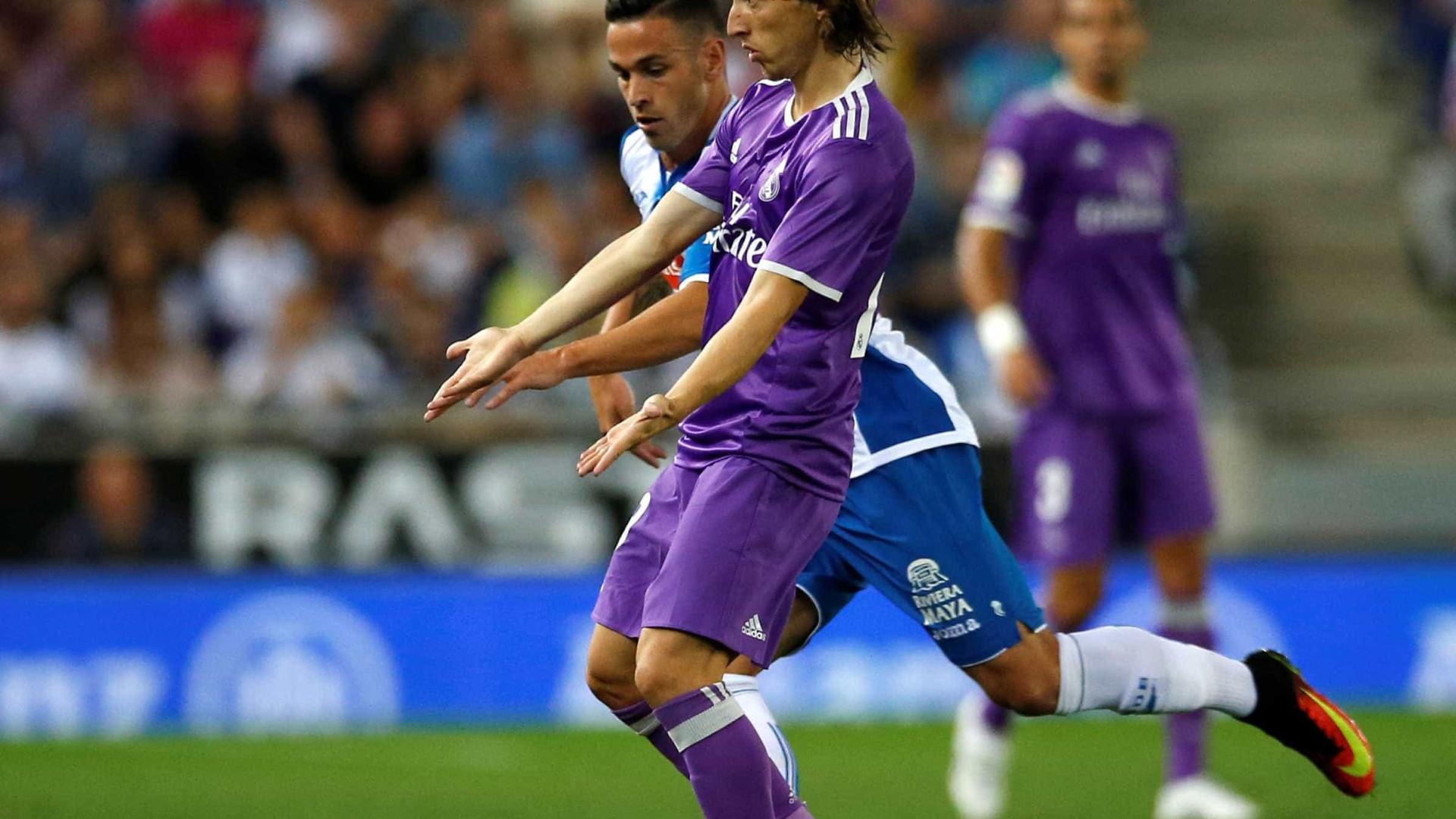 Luka Modric firma novo contrato com o Real Madrid até 2020