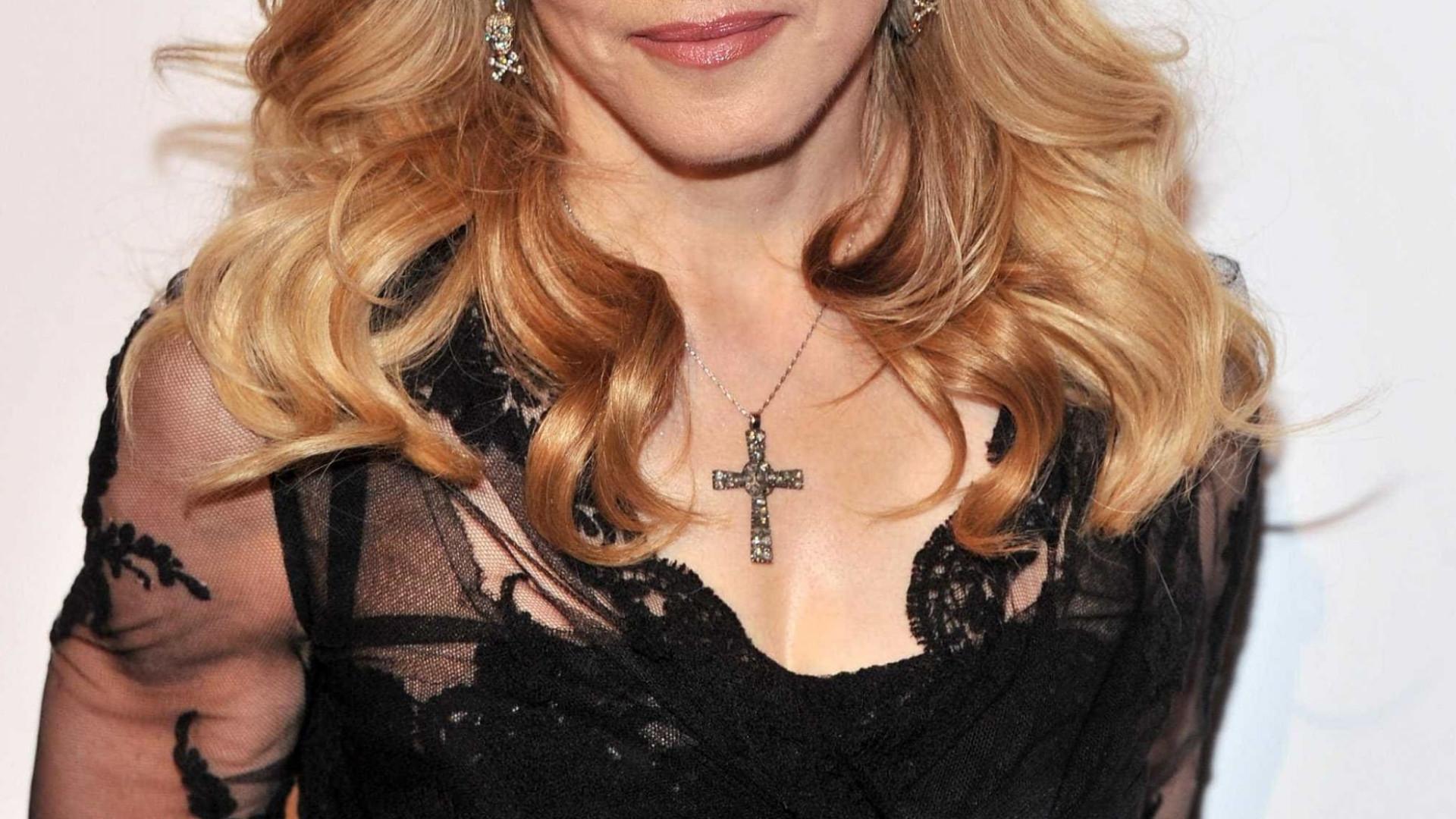 Madonna perde batalha que impedia a venda da carta de Tupac