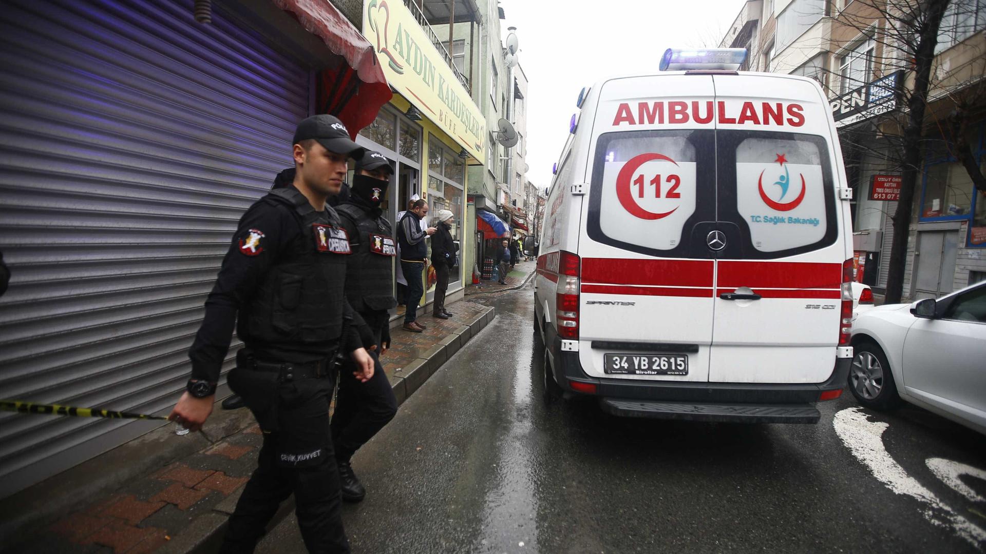 Acidente entre autocarro e camião faz pelo menos 13 mortos na Turquia