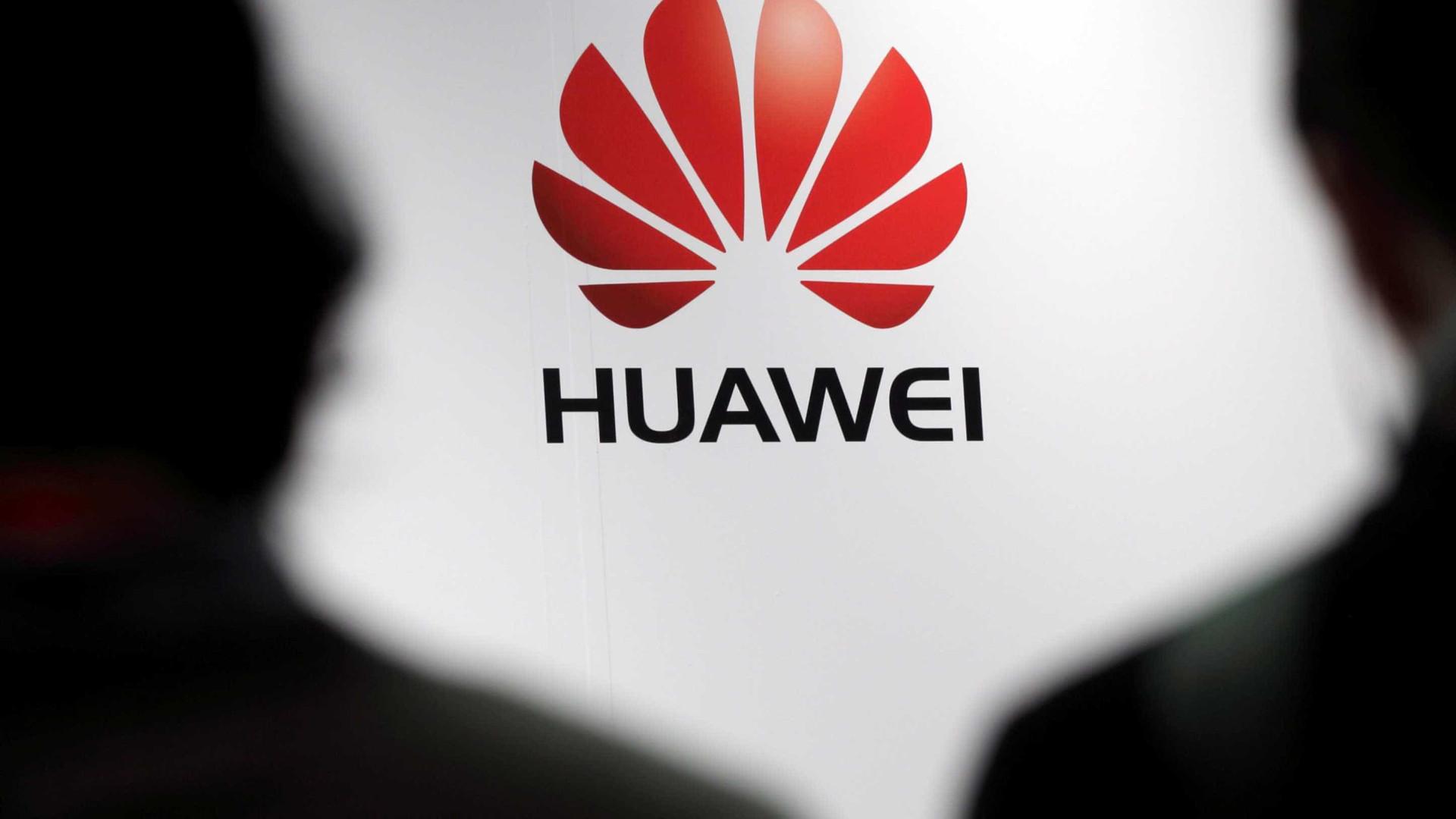 Próximo topo de gama da Huawei pode ter ecrã curvo