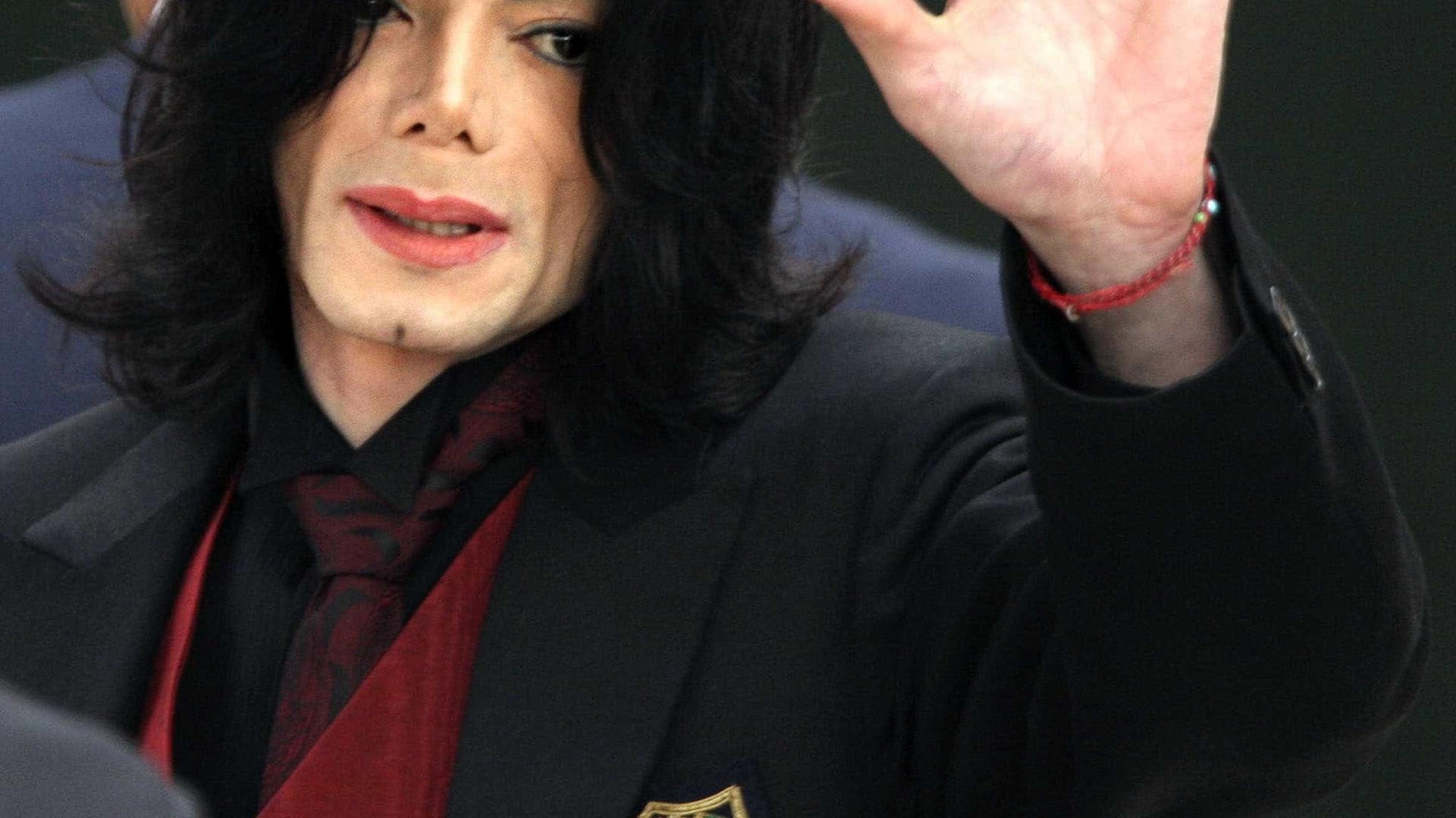 Estrela de Michael Jackson no Passeio da Fama vandalizada