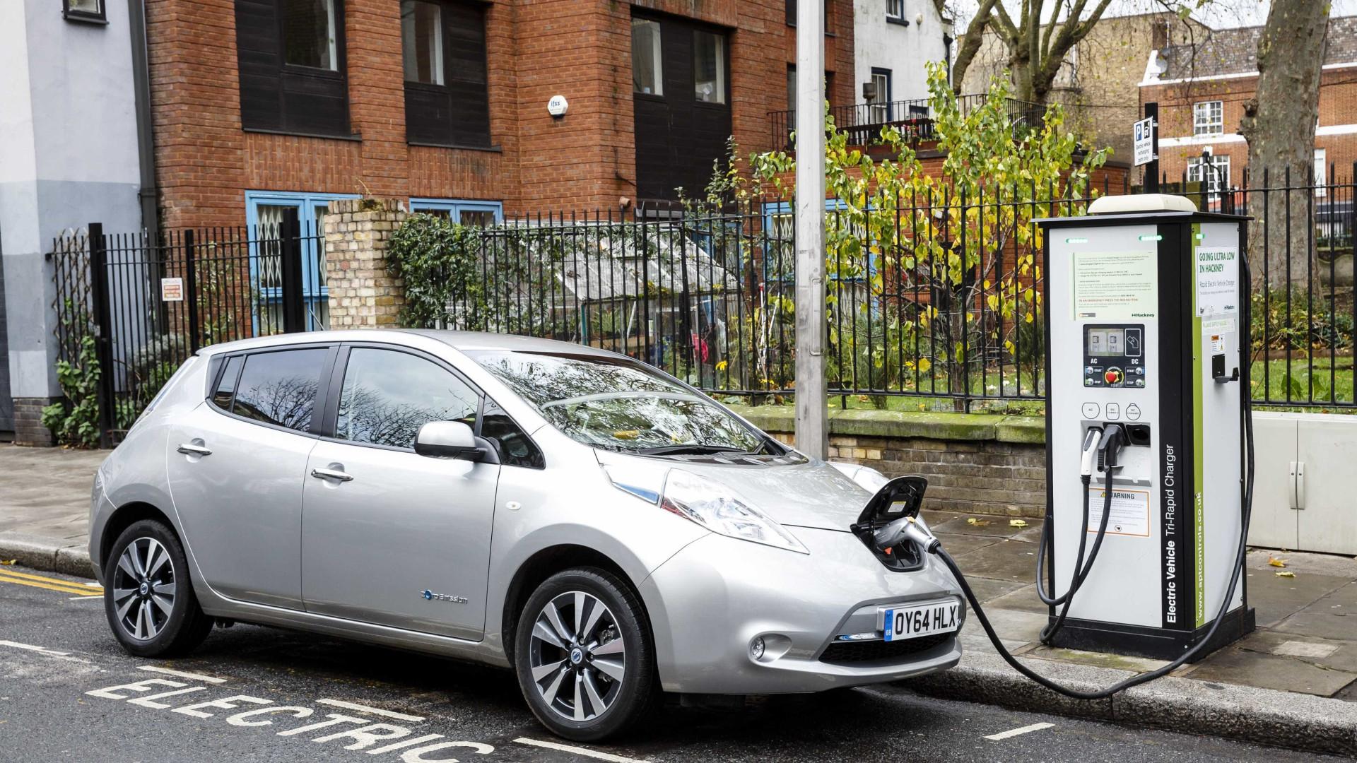 Mais apoio a carros elétricos e transportes públicos, alerta organização