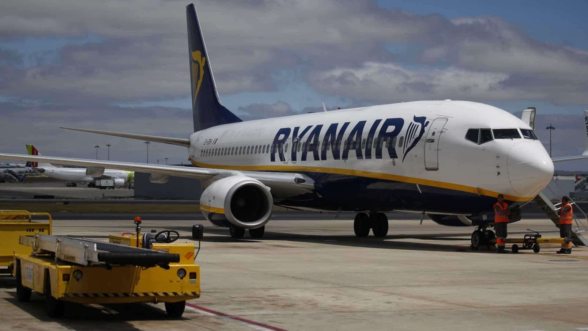 """Ryanair diz estar a operar """"normalmente"""" de e para aeroportos irlandeses"""