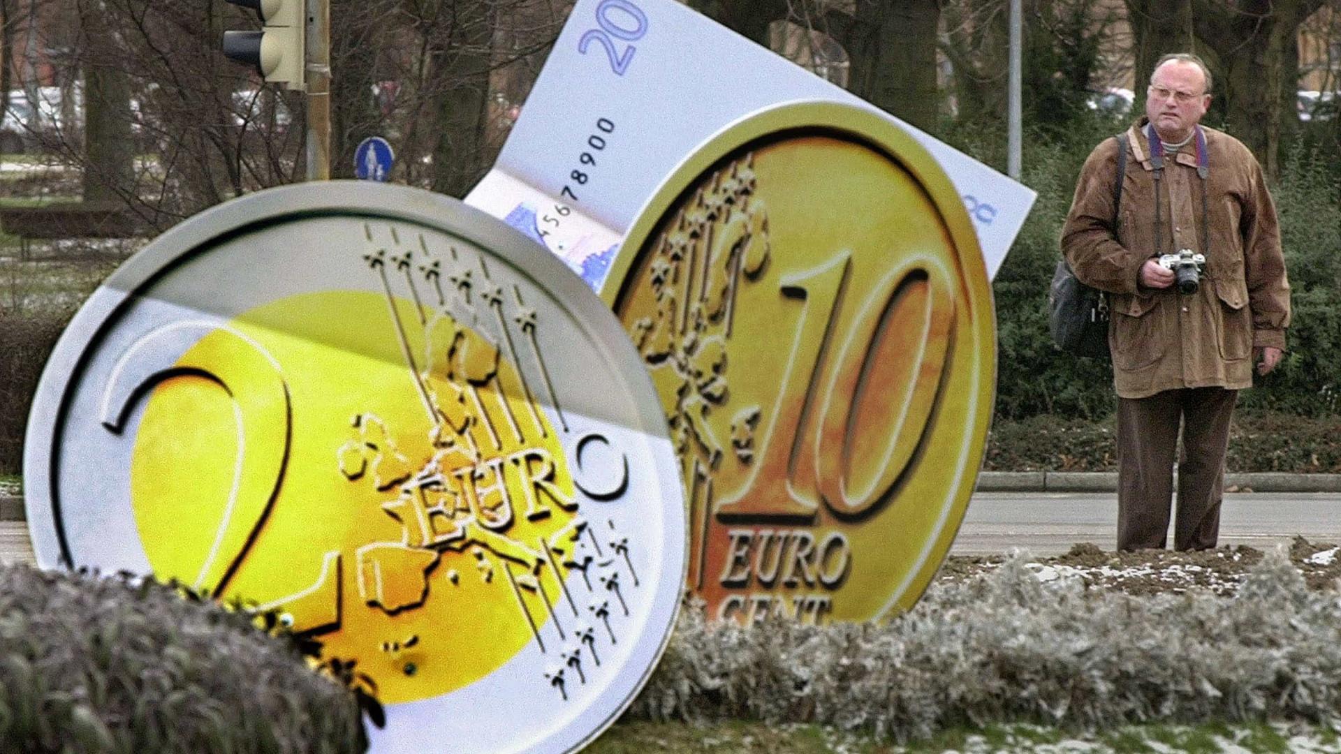 BCE. Instabilidade do euro adia decisão sobre programa de estímulos