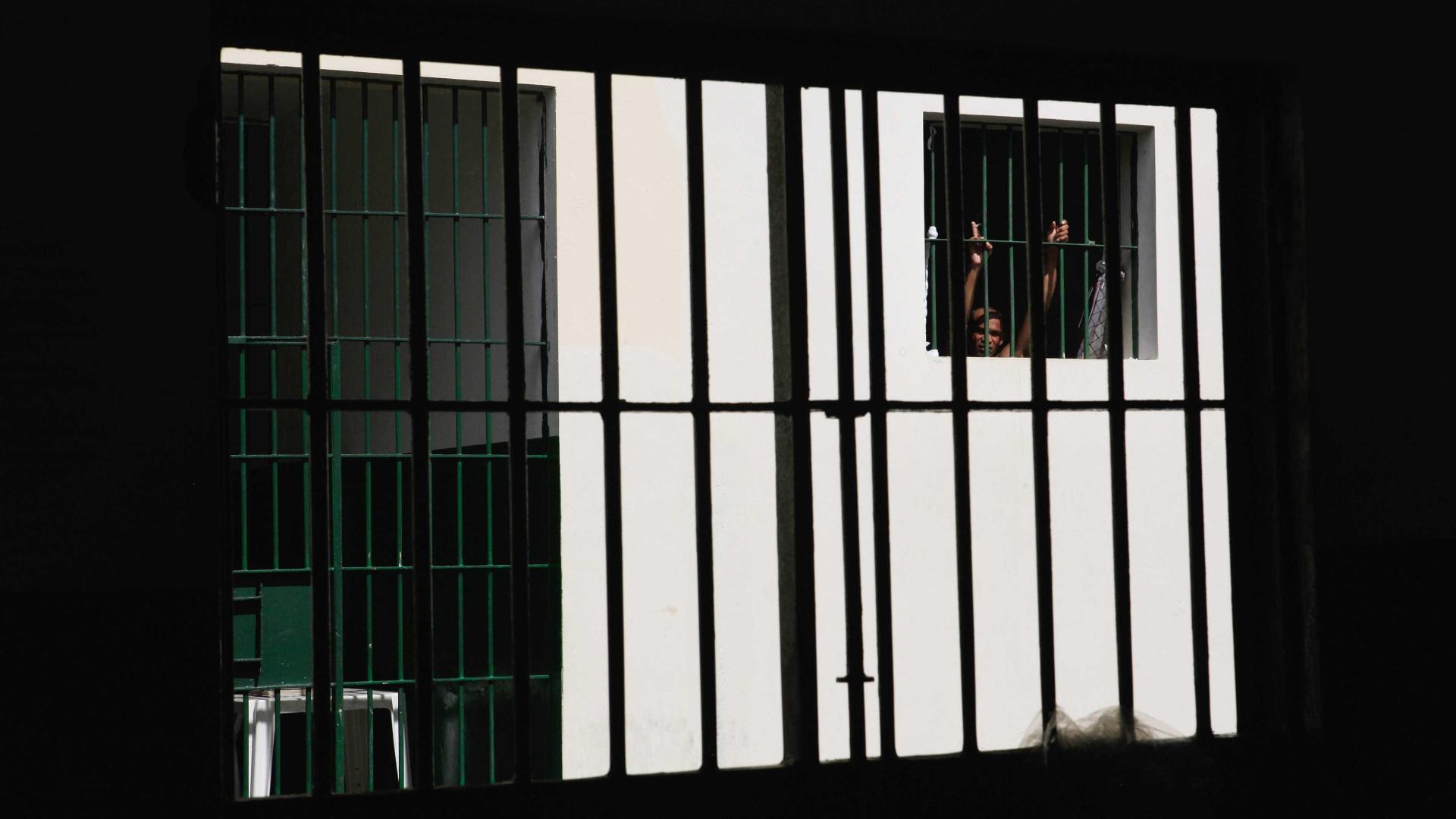 Presos provocam rebelião no Brasil e 300 fogem de hospital psiquiátrico