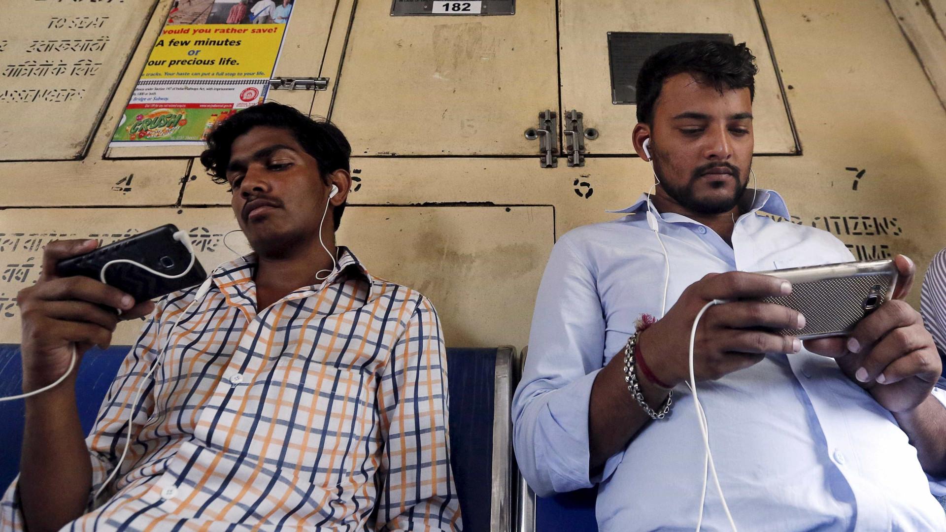 Indianos usam internet grátis para ver conteúdos pornográficos