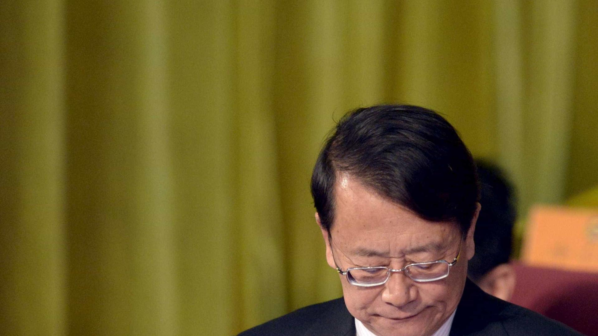 Irmão do assessor do ex-Presidente chinês admite ter aceitado subornos