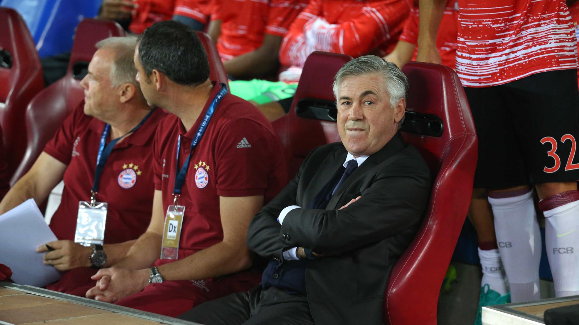 Ancelotti perdeu a paciência no intervalo do Eintracht-Bayern
