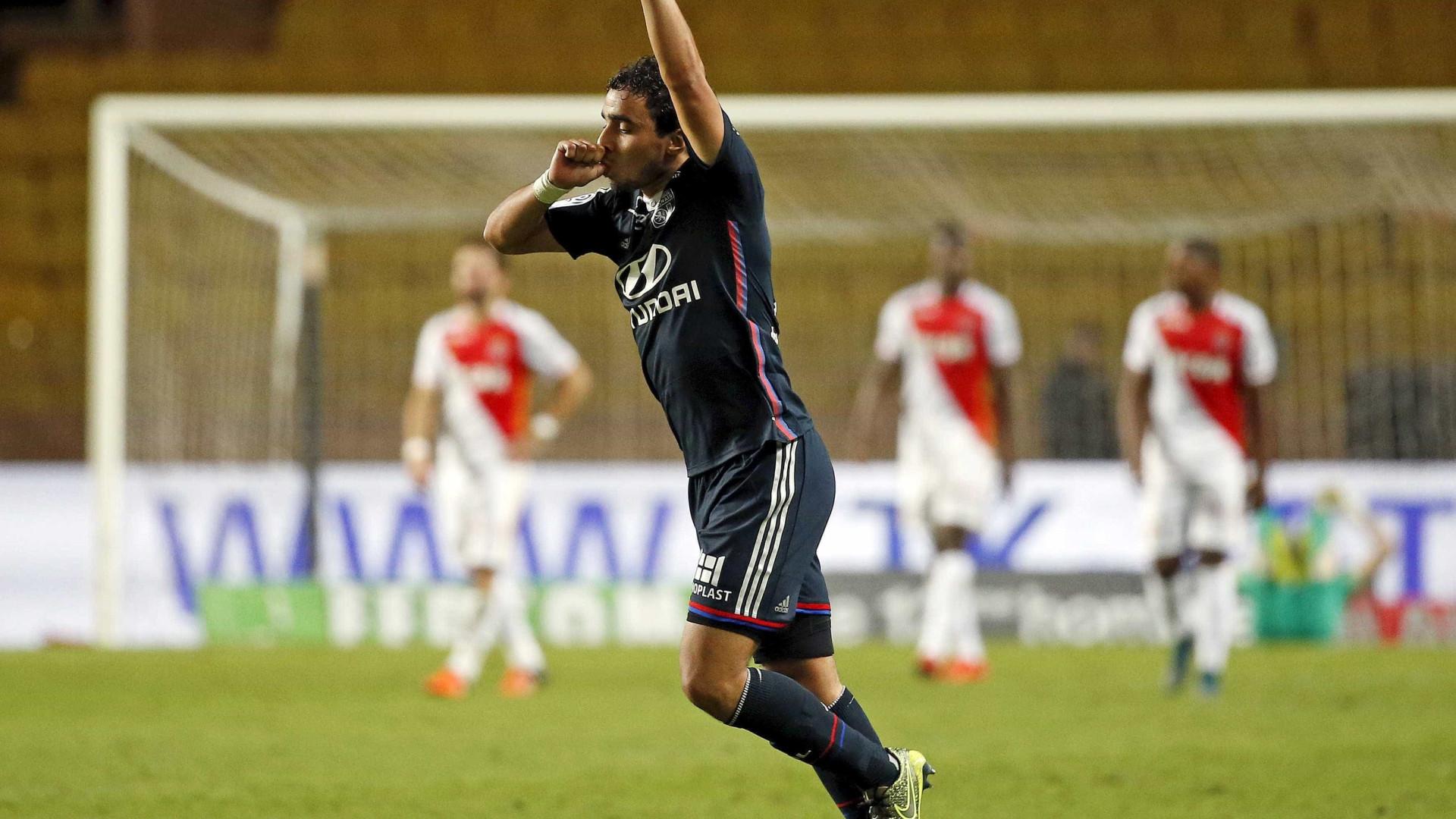 Rafael (ex-United) esteve lesionado e decidiu doar salários à caridade