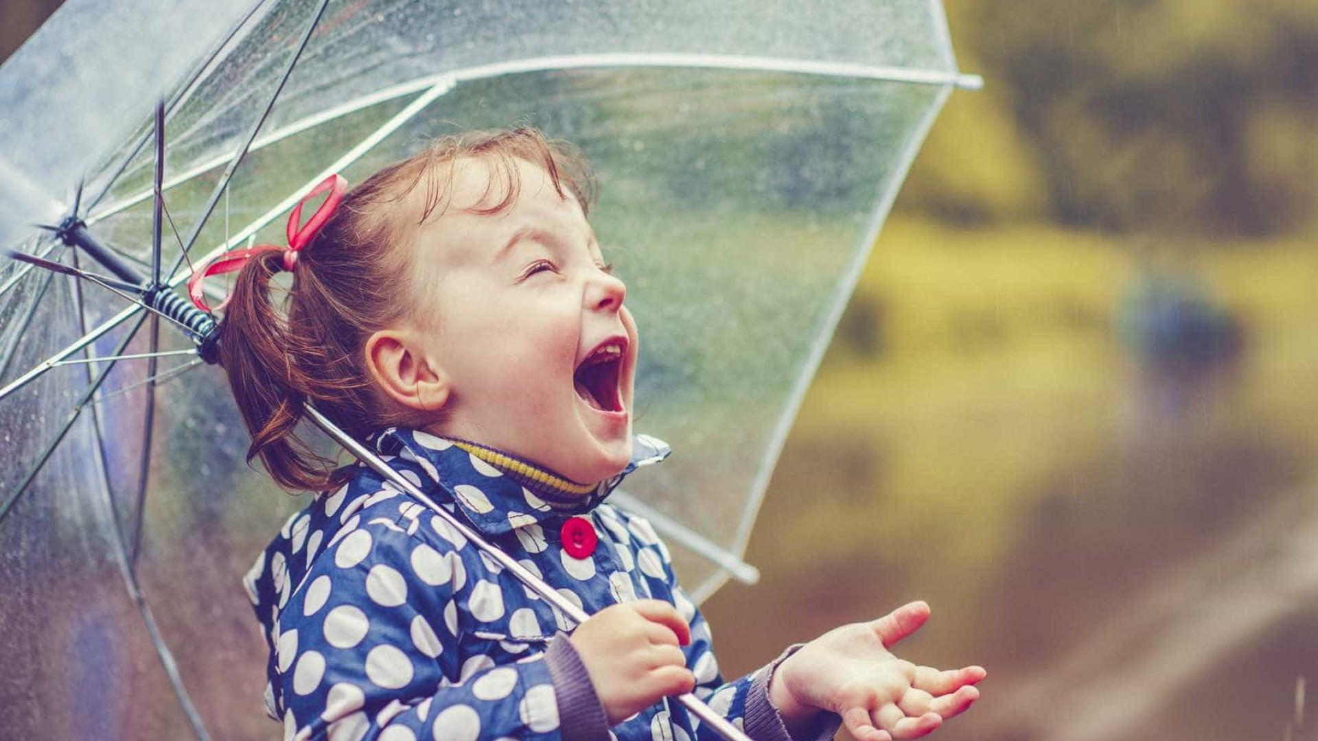 Cinco bons motivos para querer andar à chuva mais vezes