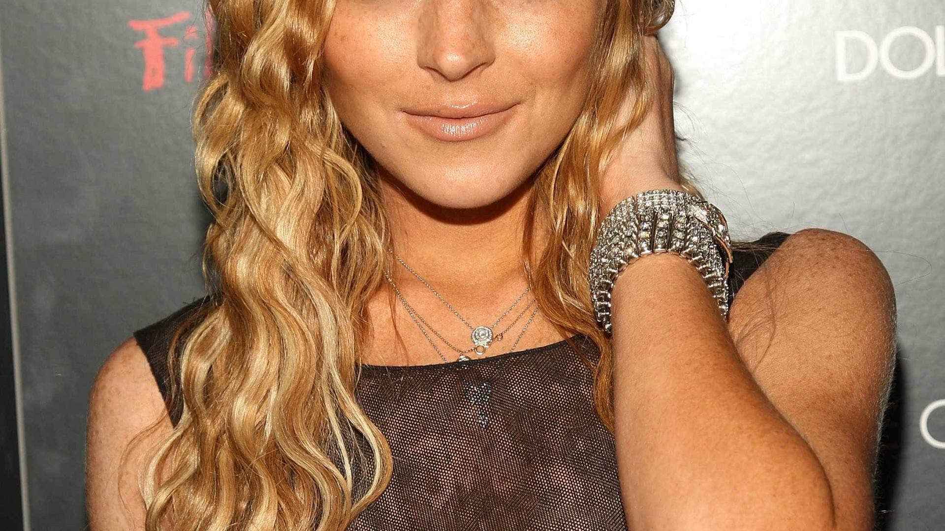 Após pagar dívidas, Lindsay Lohan abandona mansão do ex-noivo