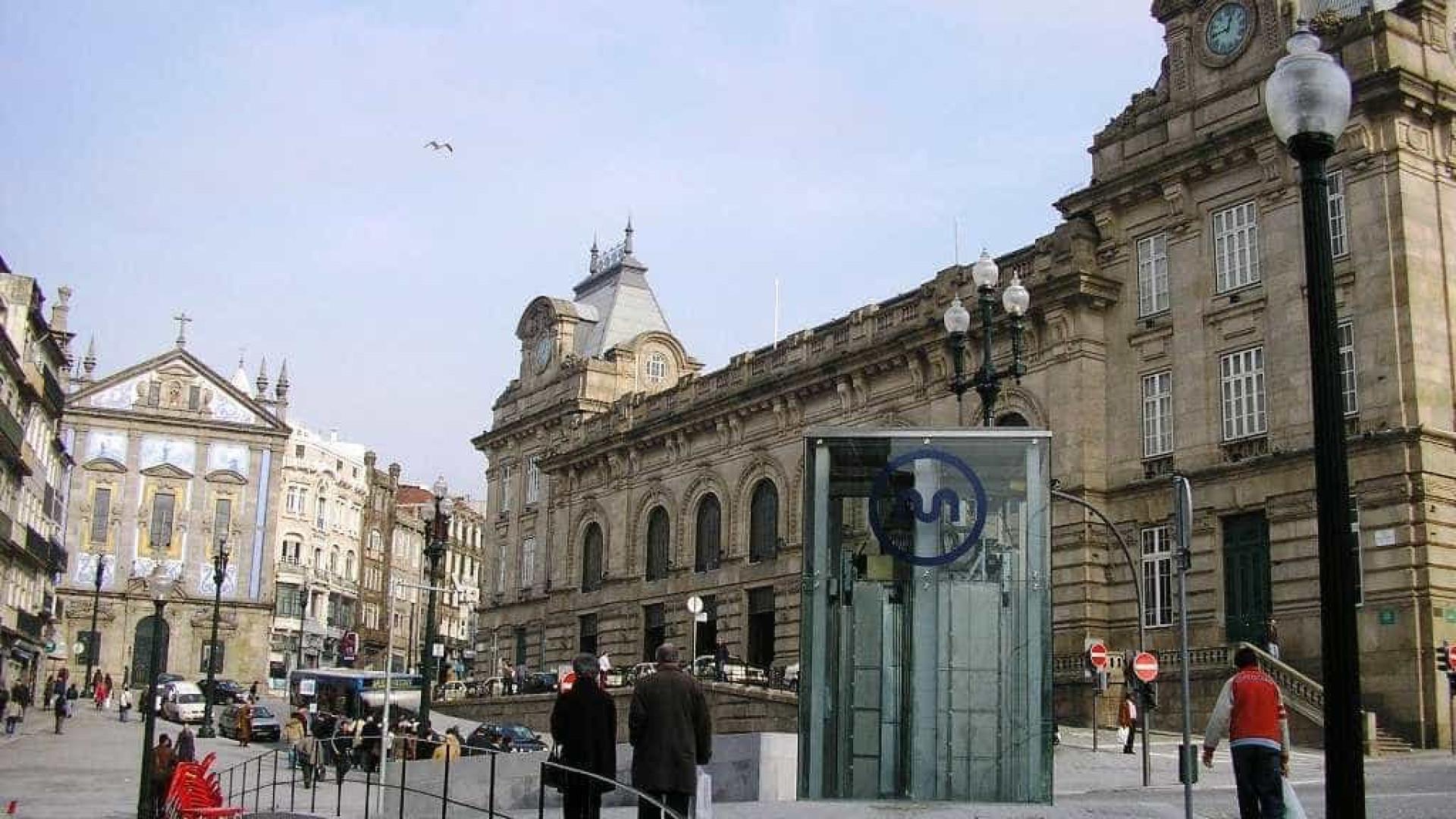 Sociedade de Reabilitação Urbana embargou obra na estação de S. Bento