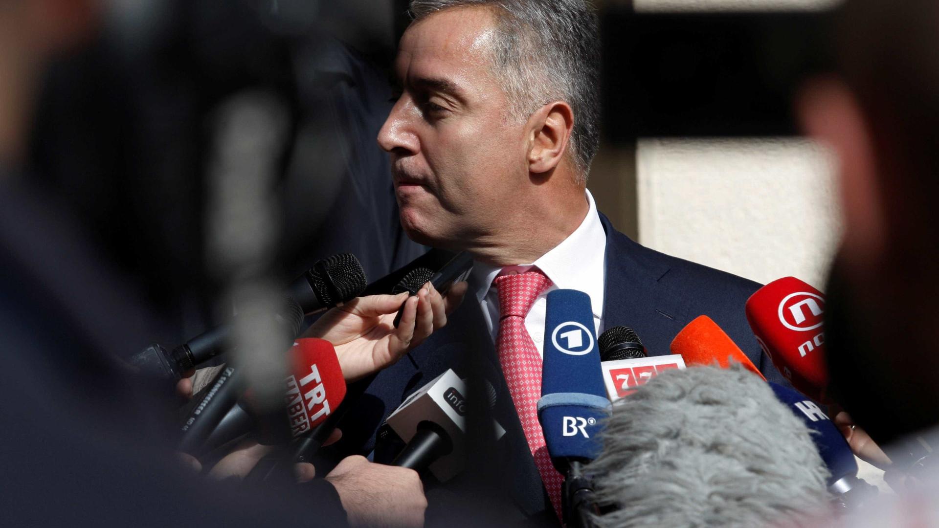 Tribunal decreta um mês de prisão para alegados conspiradores sérvios