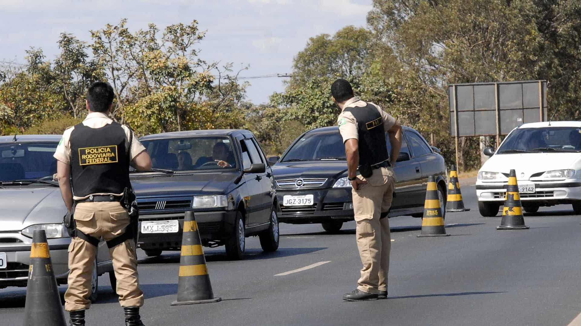 Detran apreende Kombi com R$ 25 milhões em multas