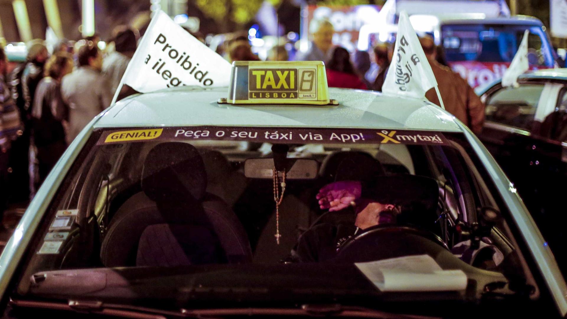 Táxis: Profissionais preparam-se para continuar protesto