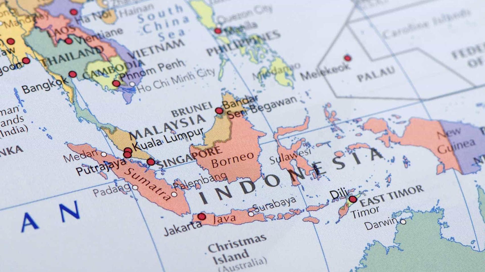 Três mortos e quase 170 desaparecidos após incêndio em ferry na Indonésia