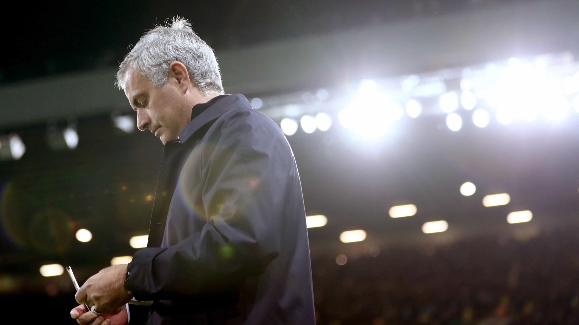 Mourinho promete Manchester United a lutar pelo título em 2017/18