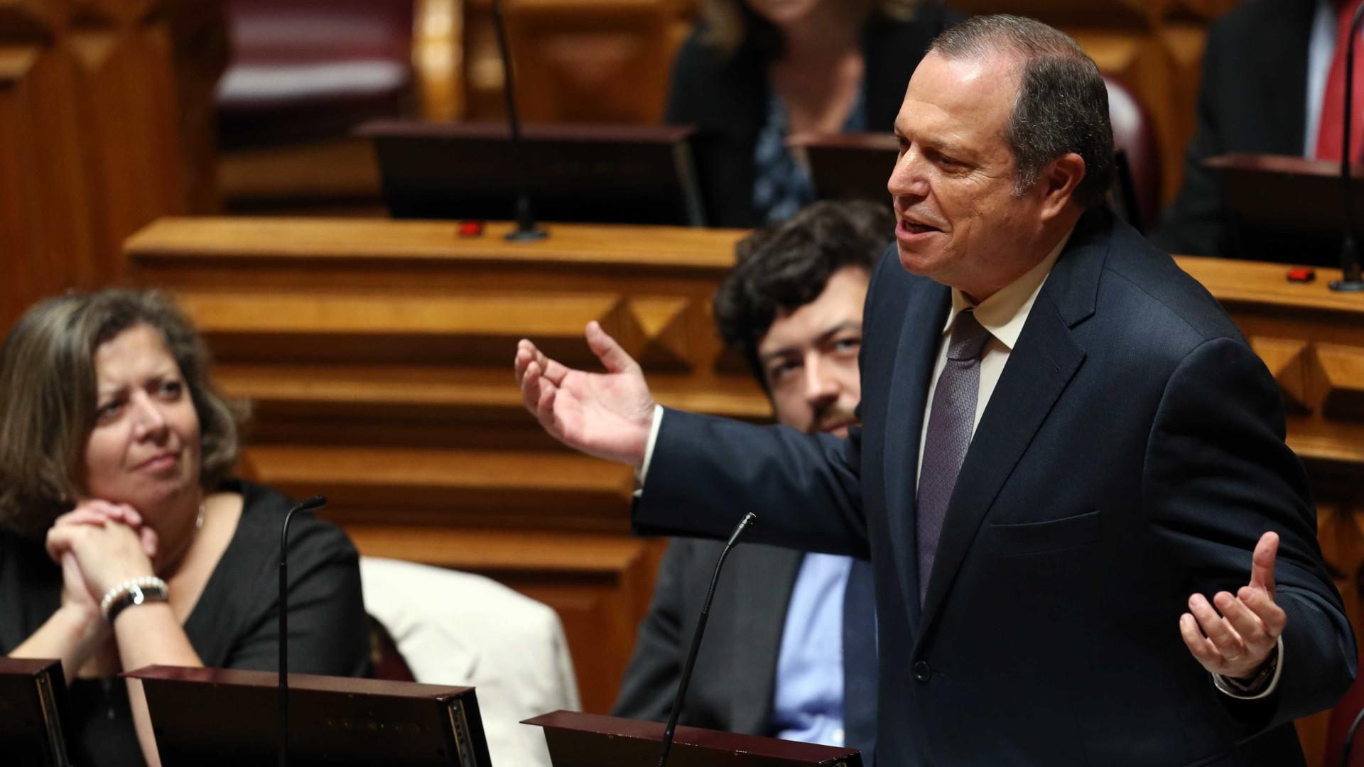 "PS desconhece ""naturalmente"" sentido de voto do Bloco, PCP e Verdes"