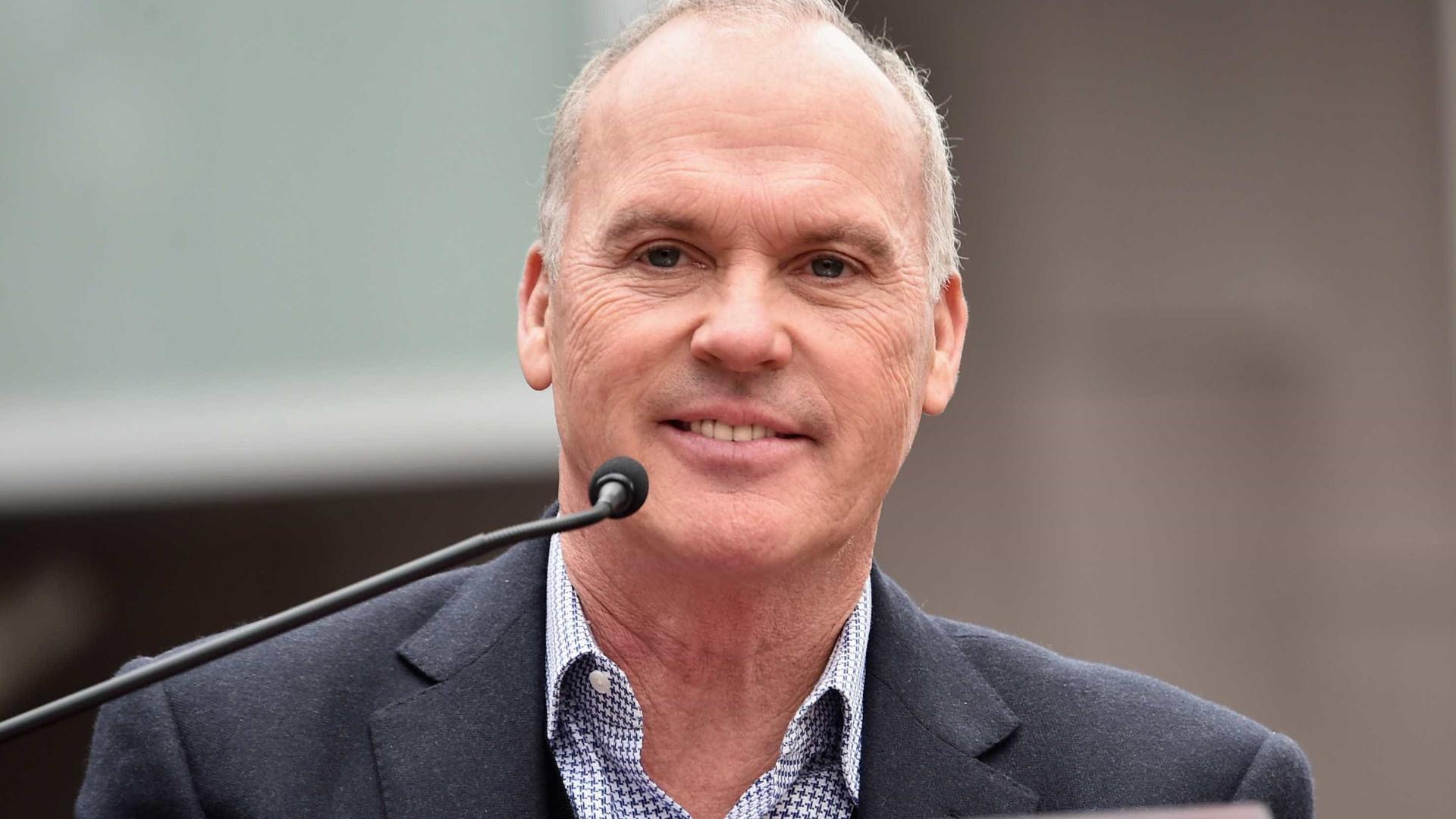 Michael Keaton termina discurso a universitários de forma hilariante