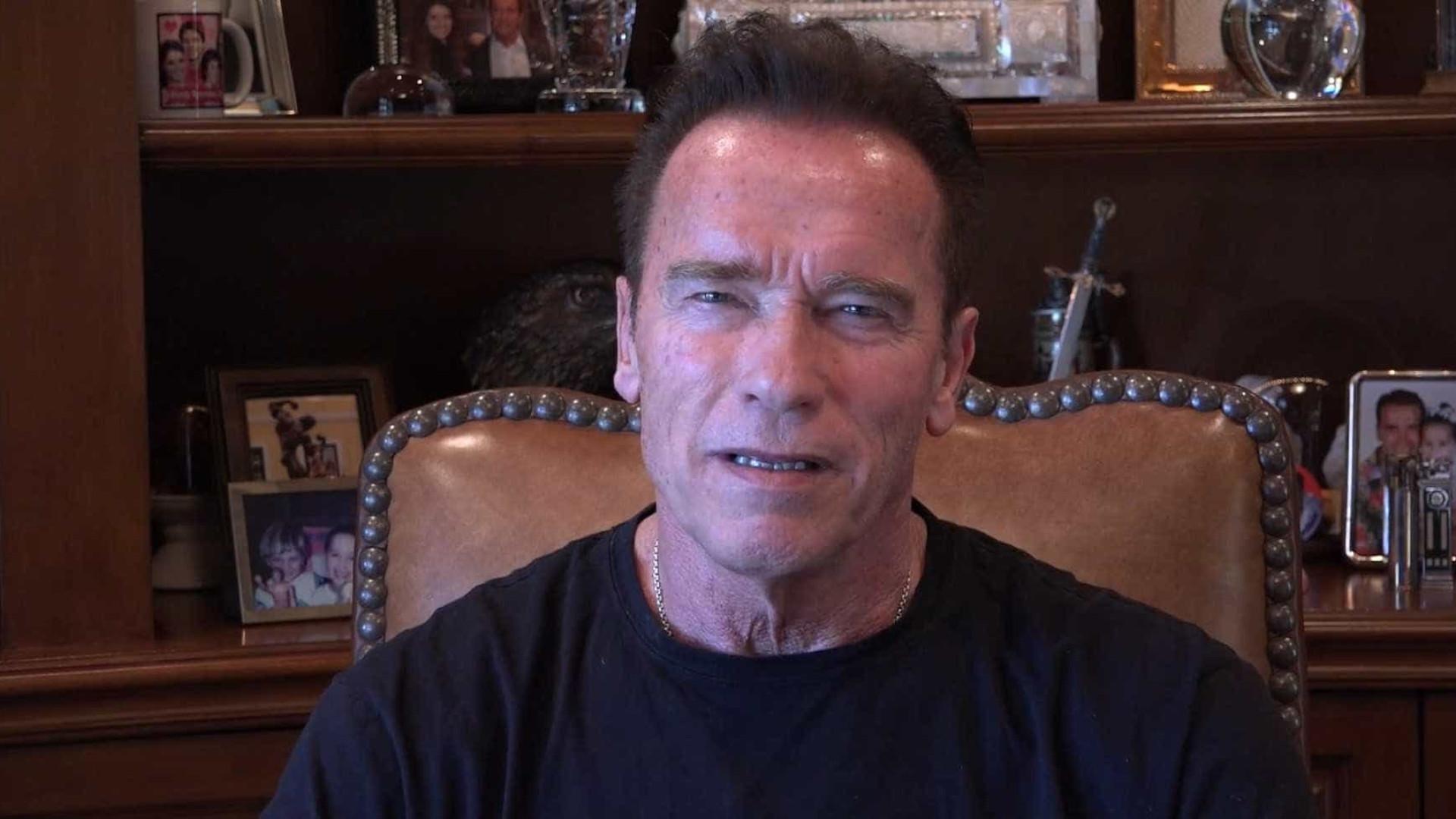 Avião onde seguia Arnold Schwarzenegger forçado a aterrar de emergência
