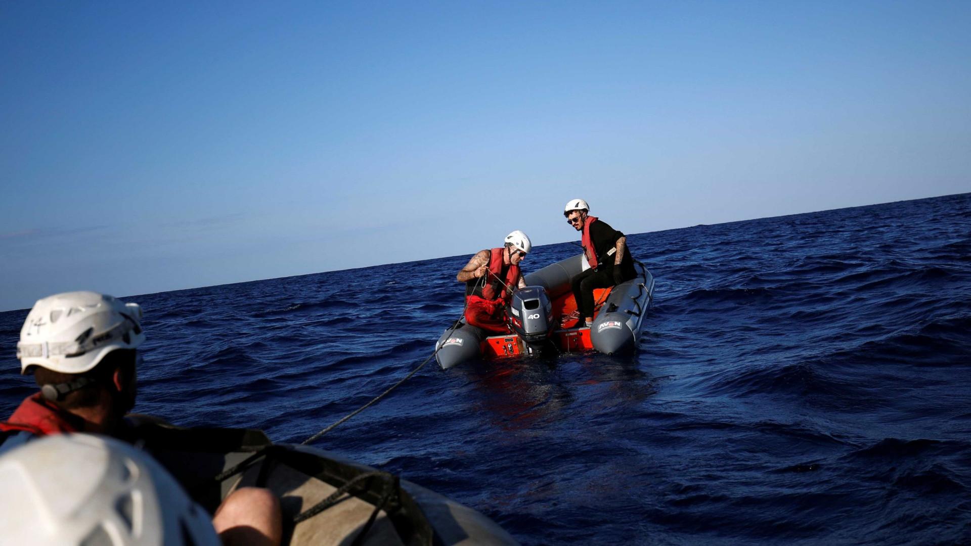 Pelo menos 1.400 migrantes resgatados pela Guarda Costeira italiana