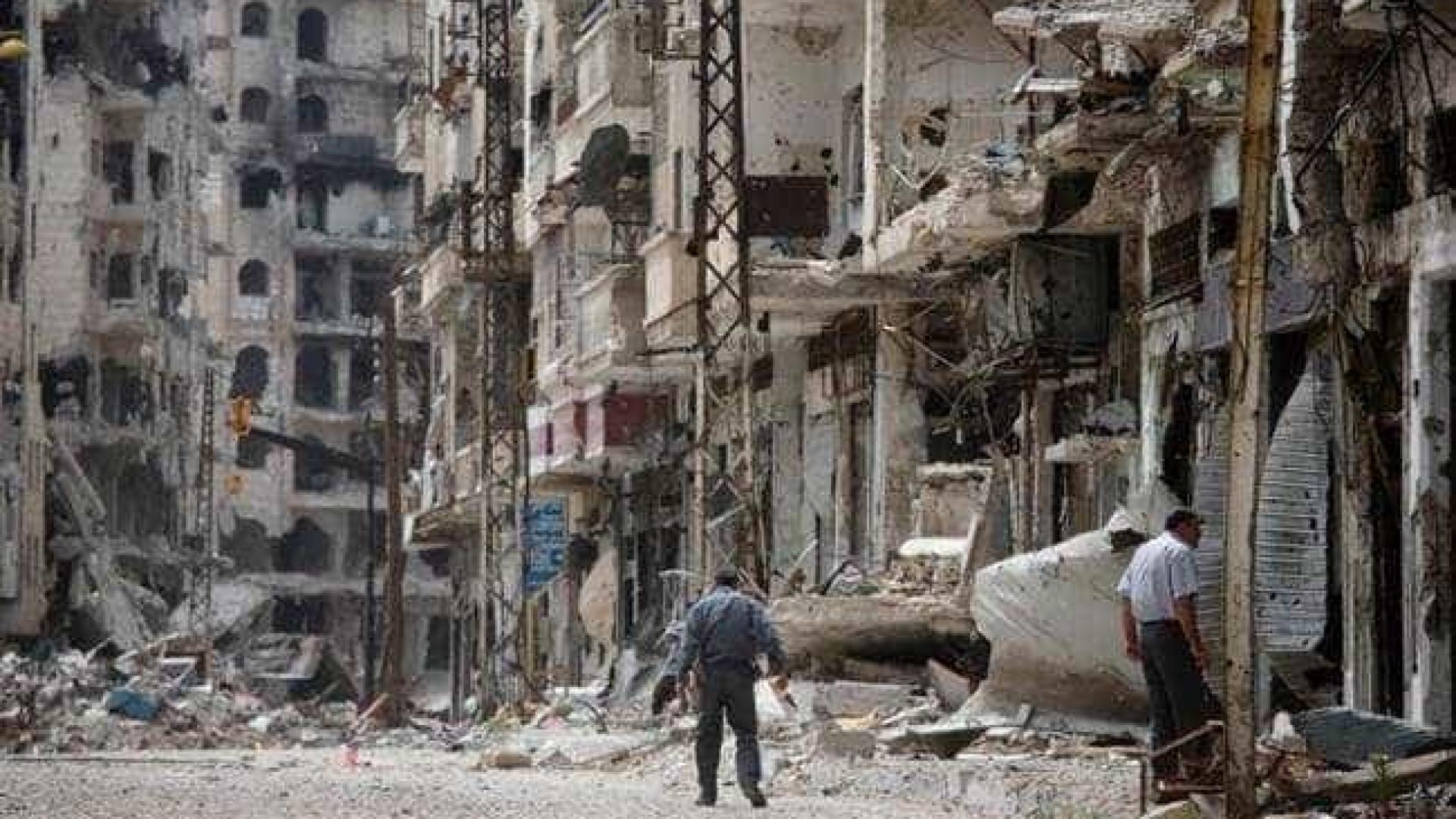 Sobe para 29 número de mortos em ataques aéreos e de artilharia em Alepo