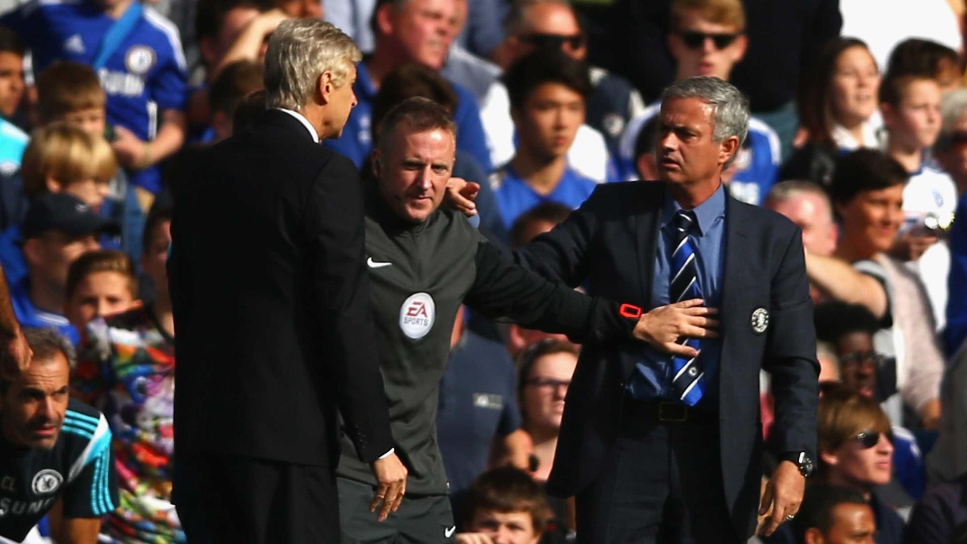 Mourinho 'vira-se' para Wenger para evitar castigo pesado