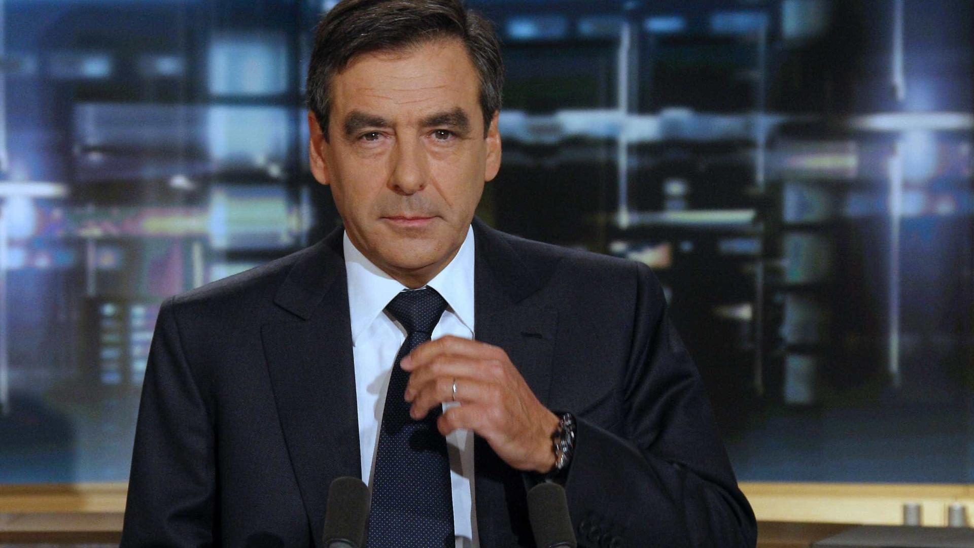 """Hollande é """"lúcido no seu fracasso"""", diz François Fillon"""
