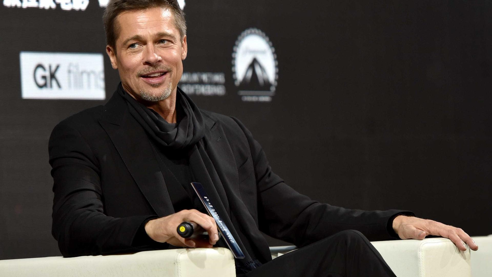 """Depois da separação, Brad Pitt """"namora muito"""""""