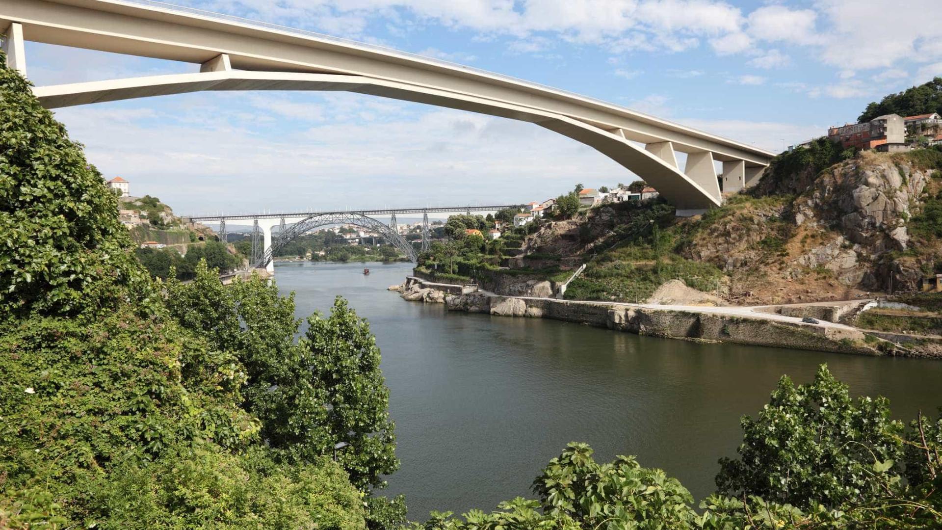 Pena suspensa para mãe que afogou filho de 6 anos no rio Douro