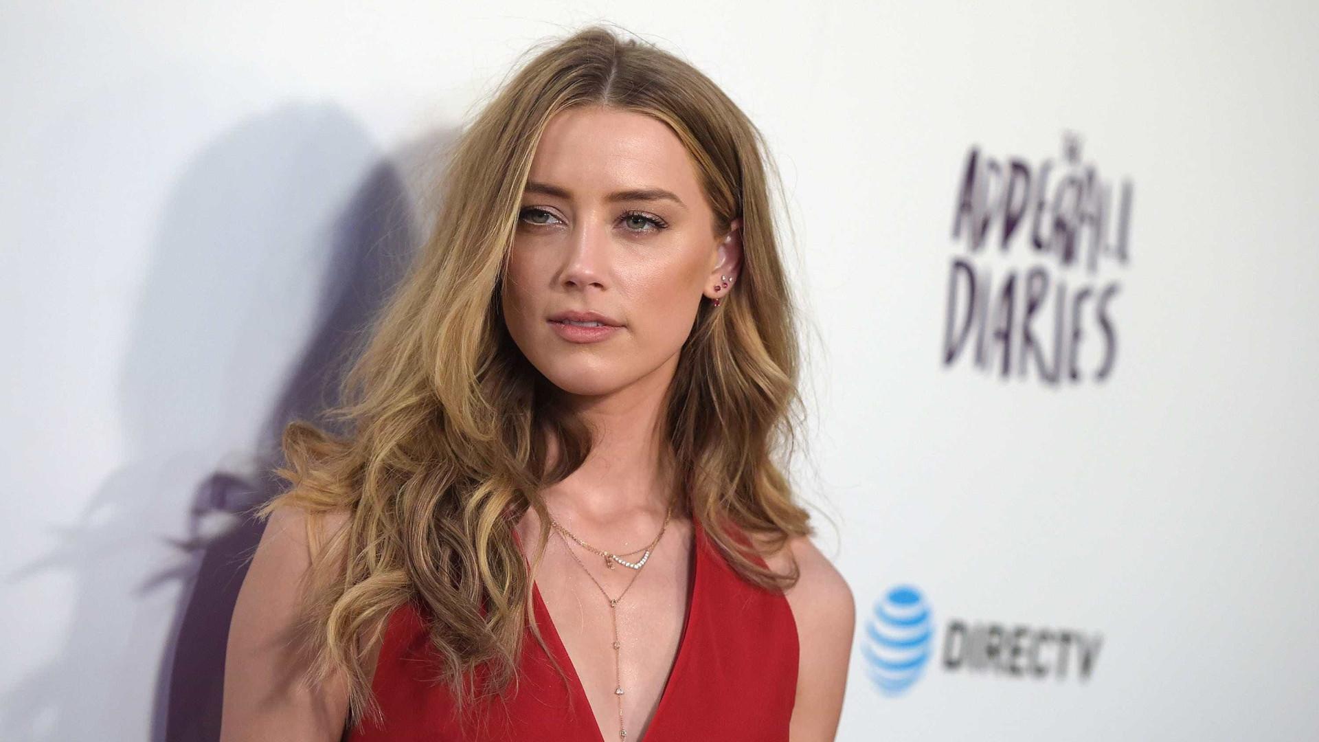 Amber Heard recebeu proposta para fingir que namorava com outro ator
