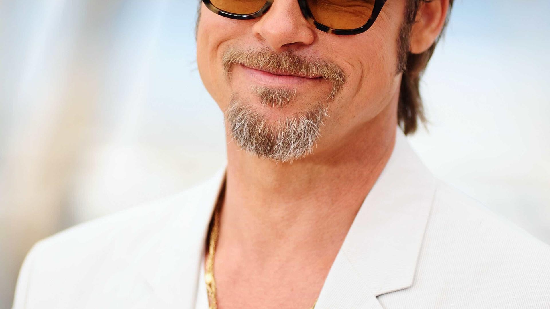Brad Pitt à conquista de um novo amor, que por acaso também é atriz
