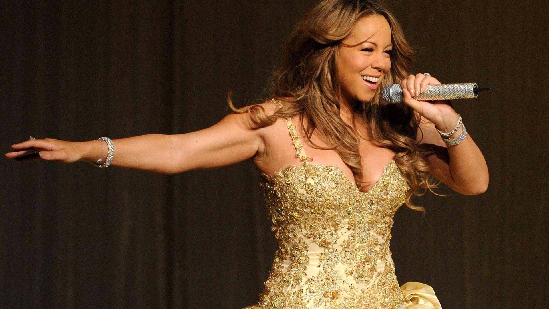 Mariah Carey apanhada a galantear dançarino