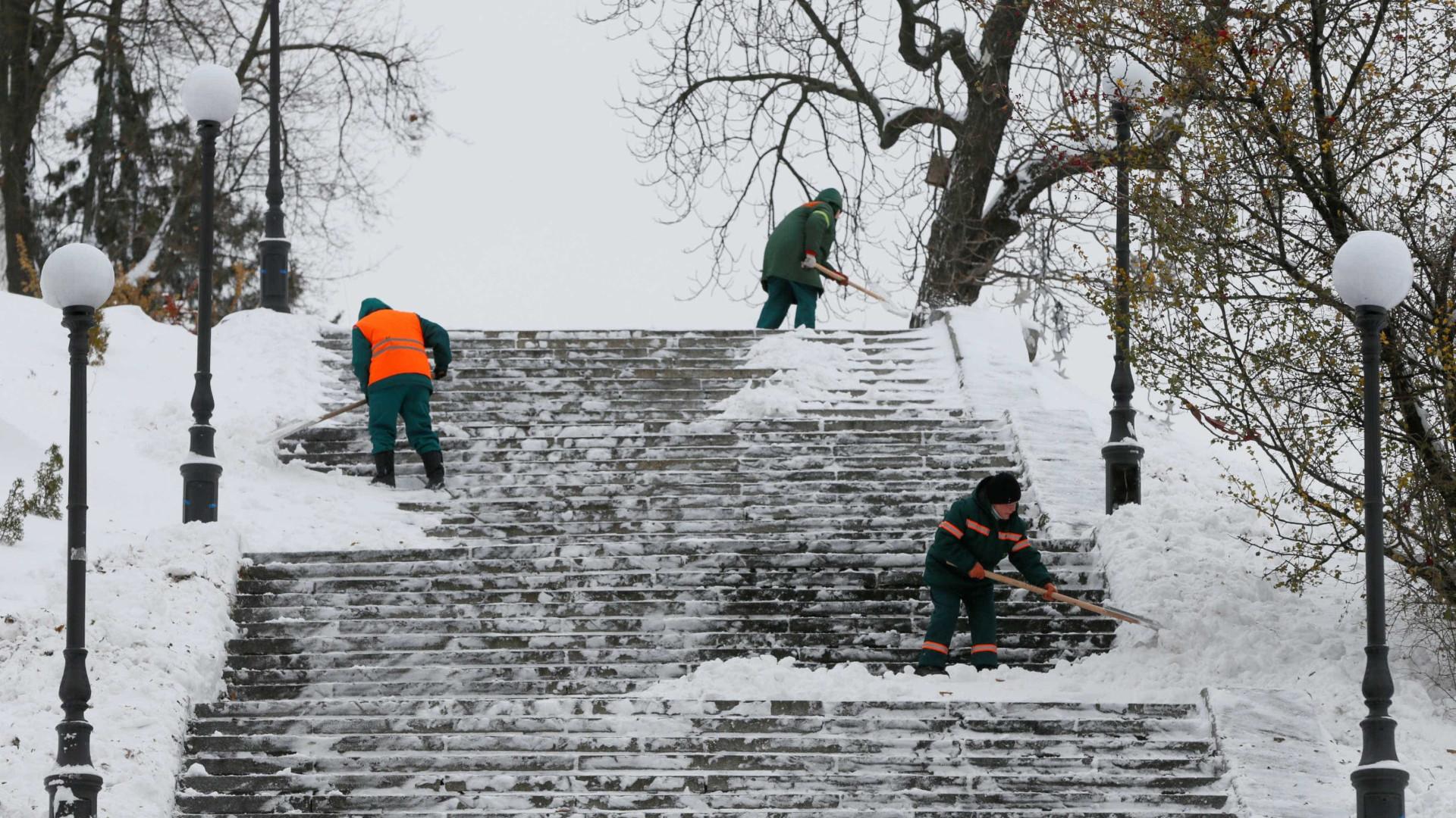 Chuva e neve deixam oito distritos sob aviso amarelo