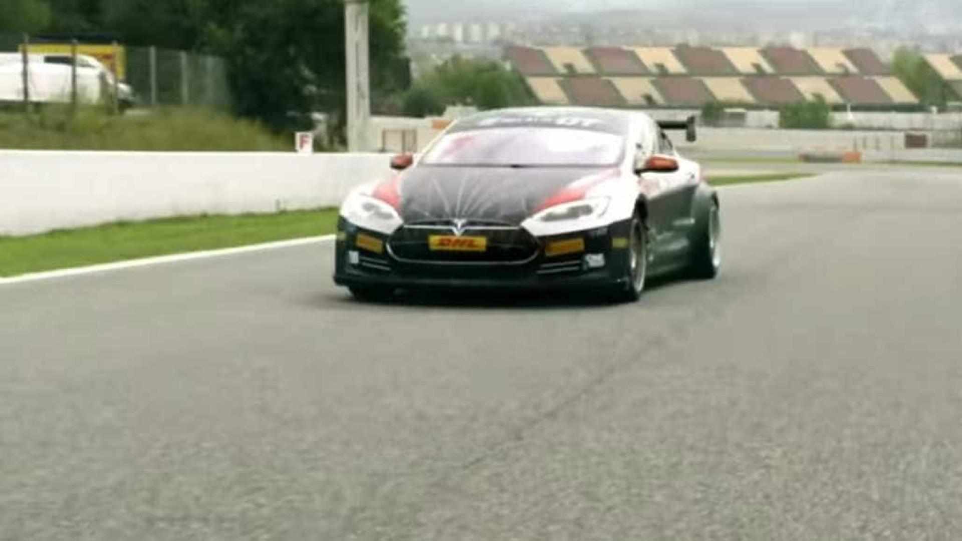 A Tesla vai chegar às pistas de corrida em campeonato eletrizante