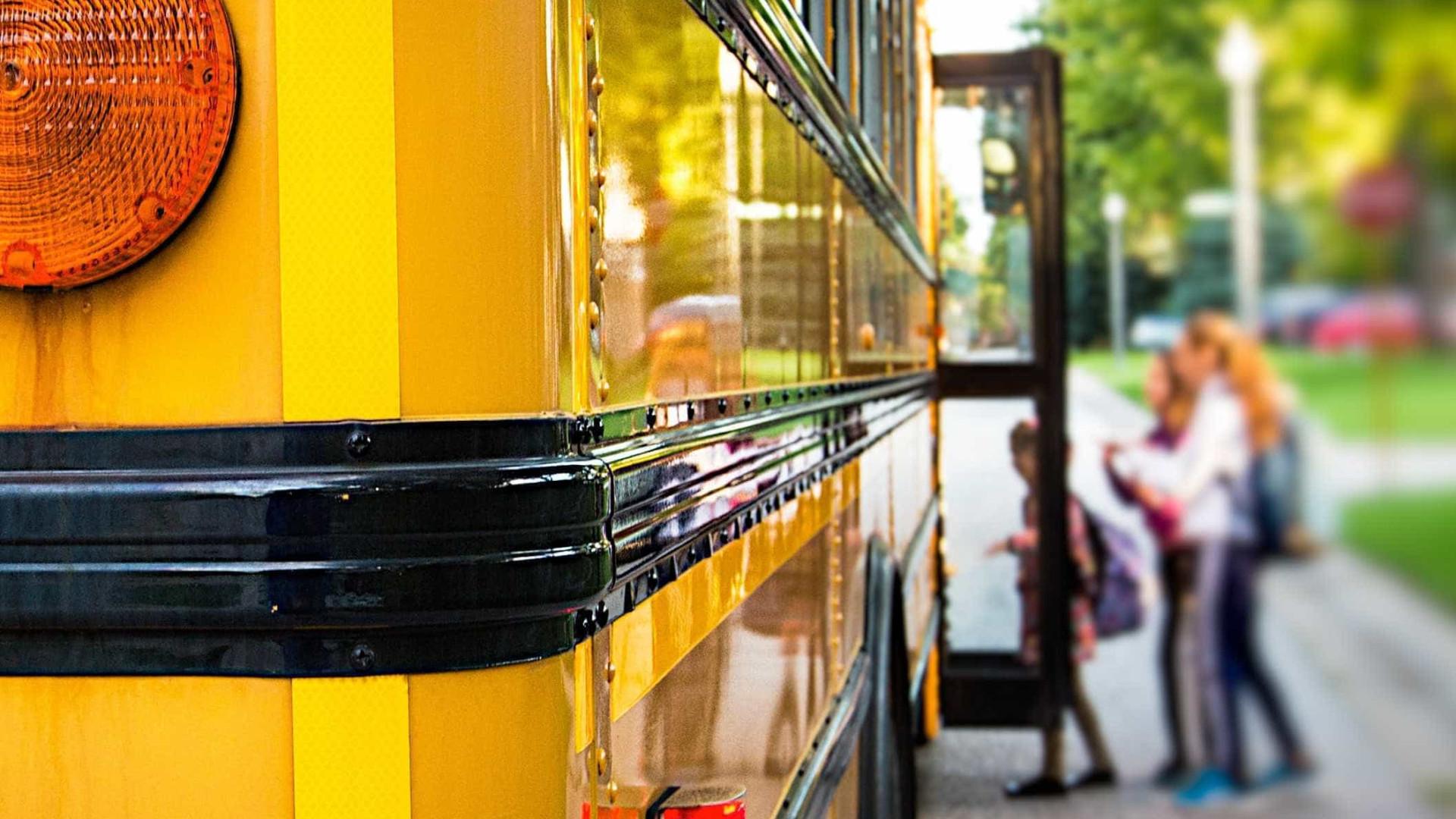 Vários feridos em acidente com autocarro escolar nos EUA