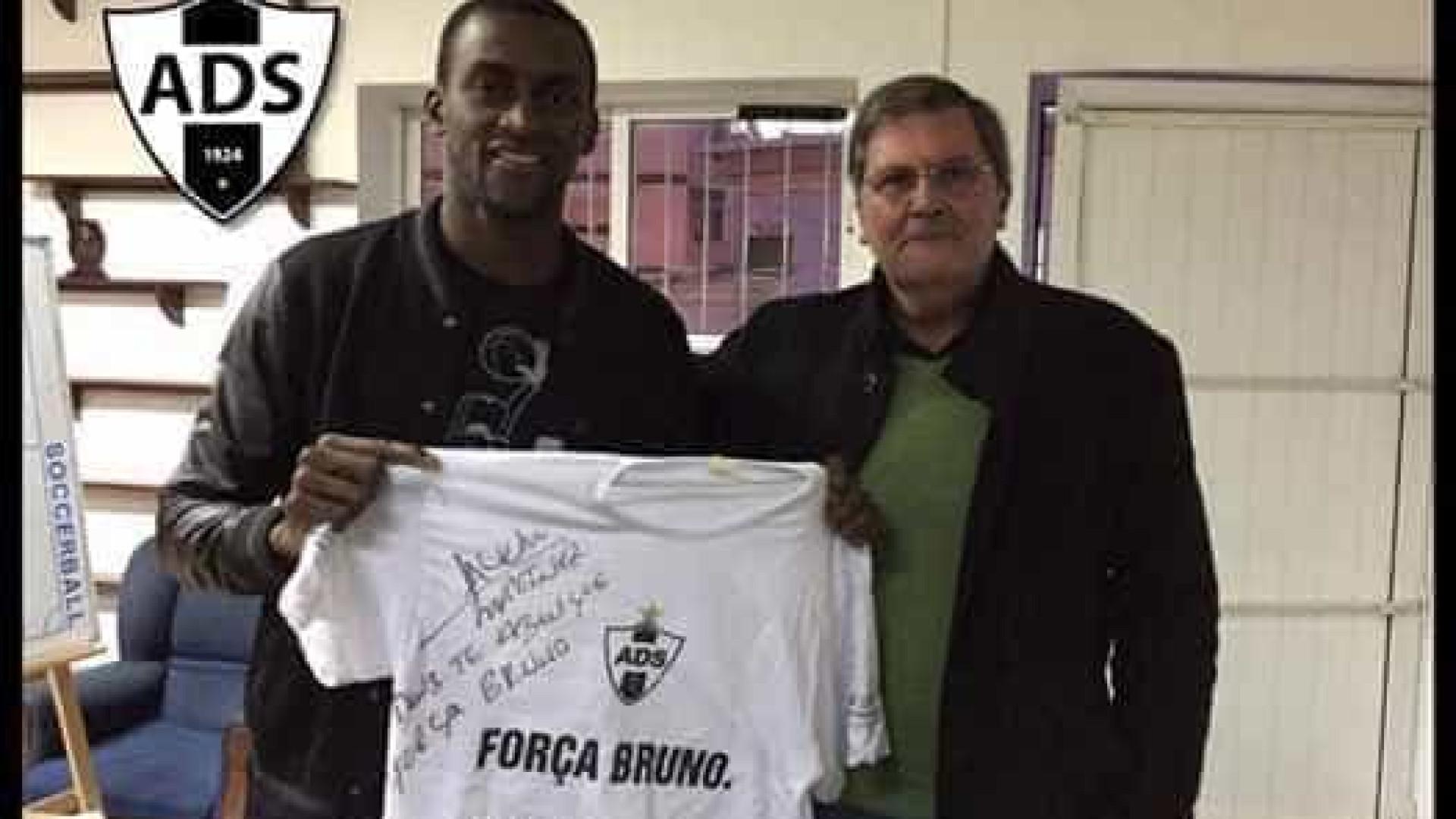 Jackson Martínez visita Sanjoanense e associa-se a causa solidária