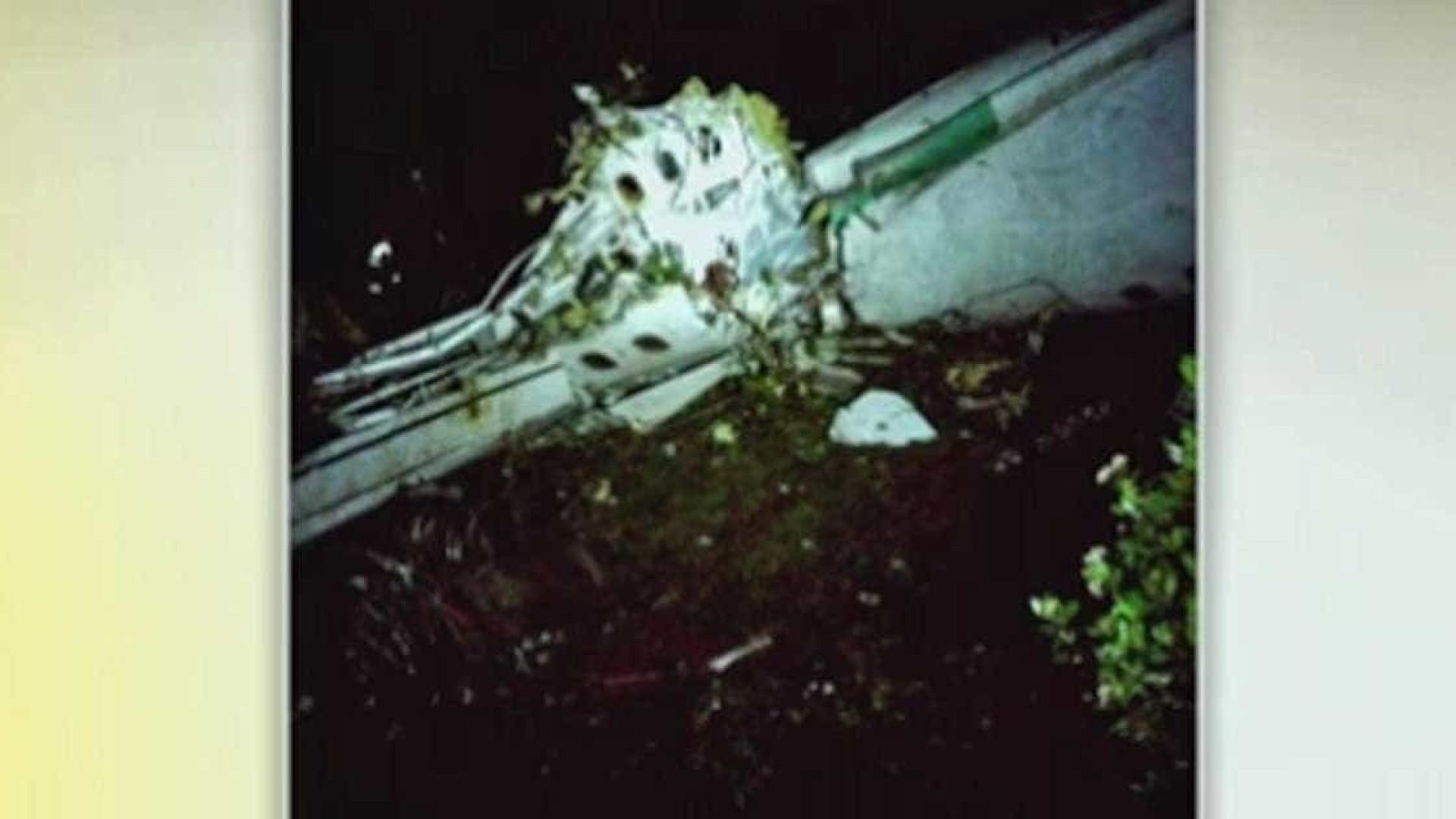 Além de três jogadores, jornalista e tripulante sobreviveram