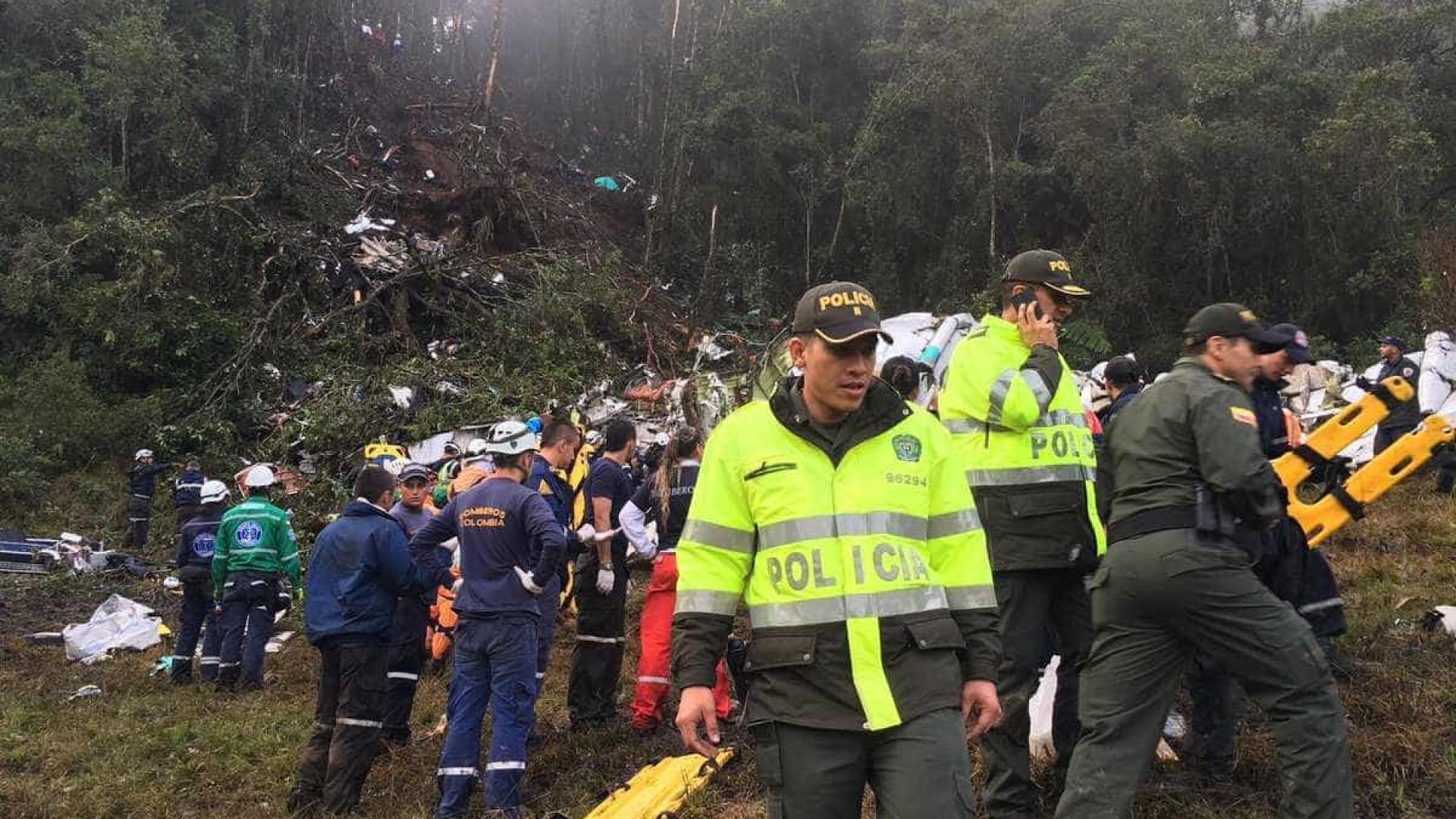 Encontrada mais uma pessoa com vida no local do acidente de avião