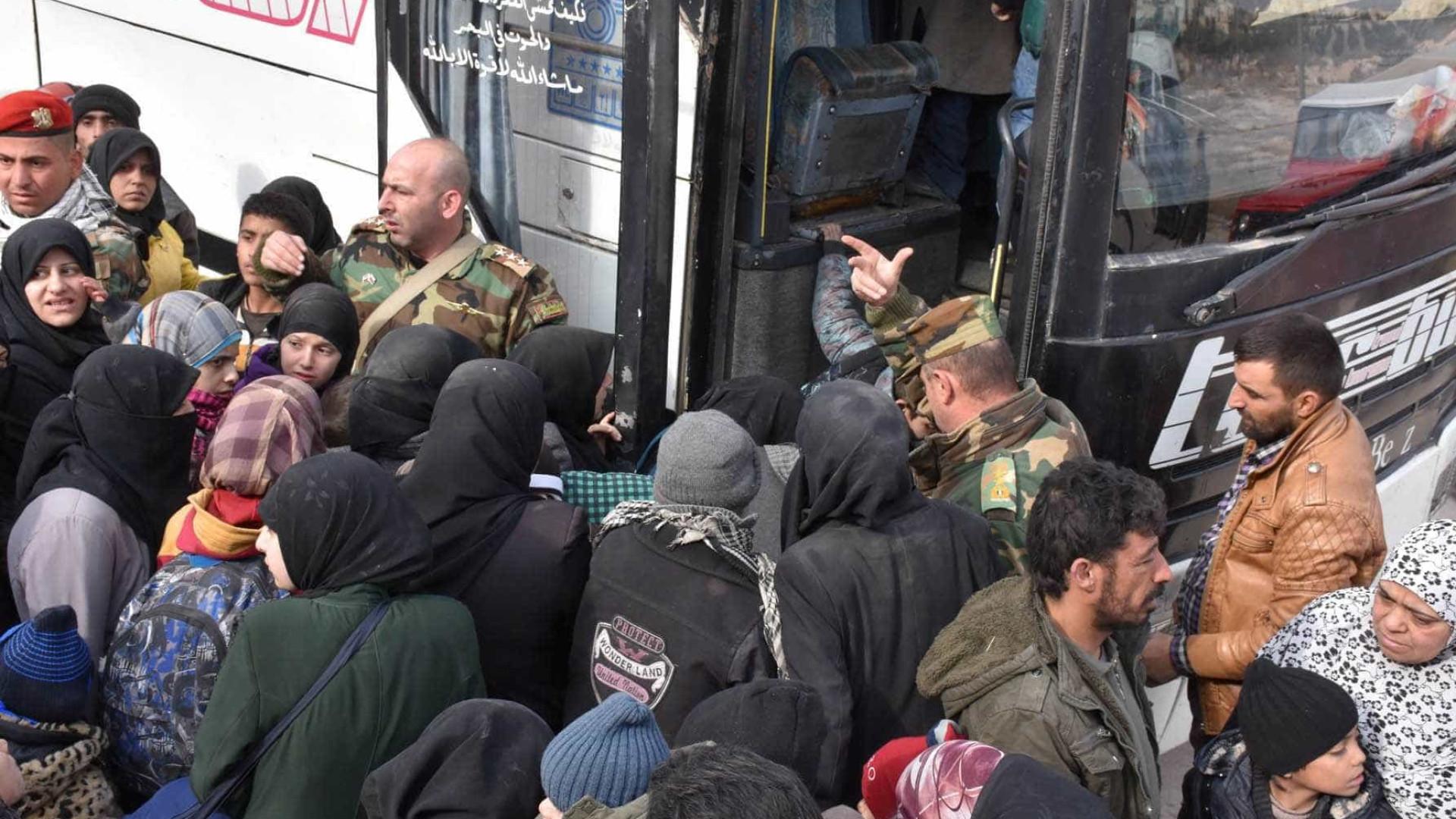 ONU apela a cessar-fogo enquanto milhares de civis fogem de Alepo