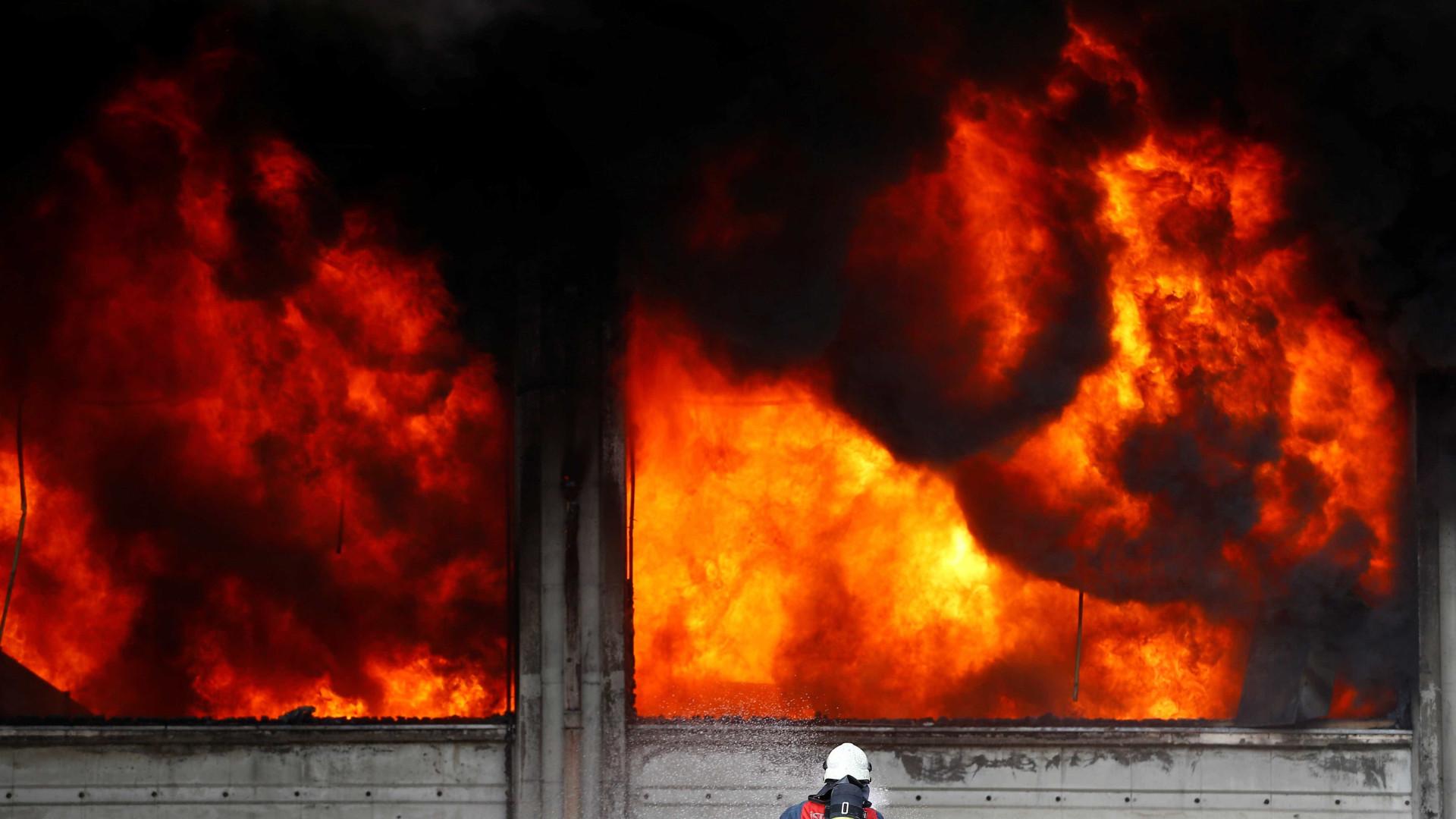 Incêndio em dormitório feminino numa escola turca provoca 12 mortes
