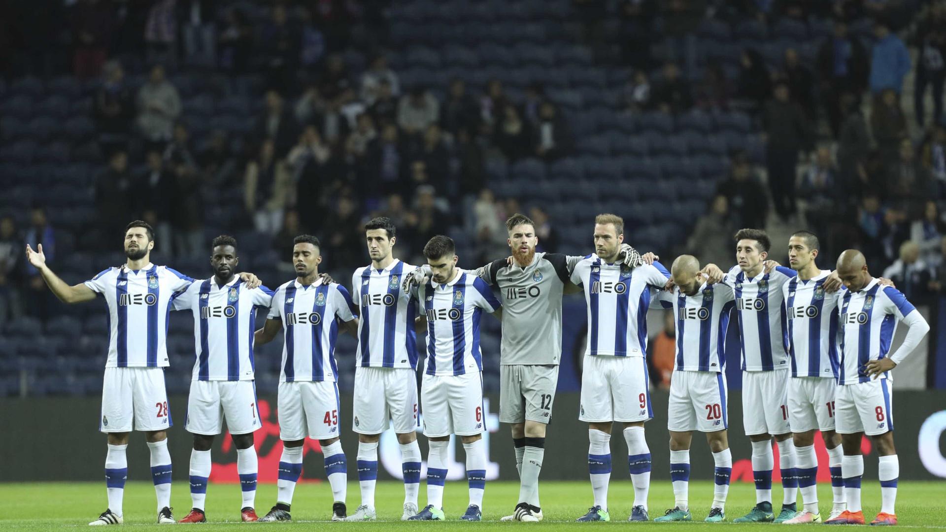 FC Porto faz homenagem à equipa do Chapecoense e Felipe emociona-se