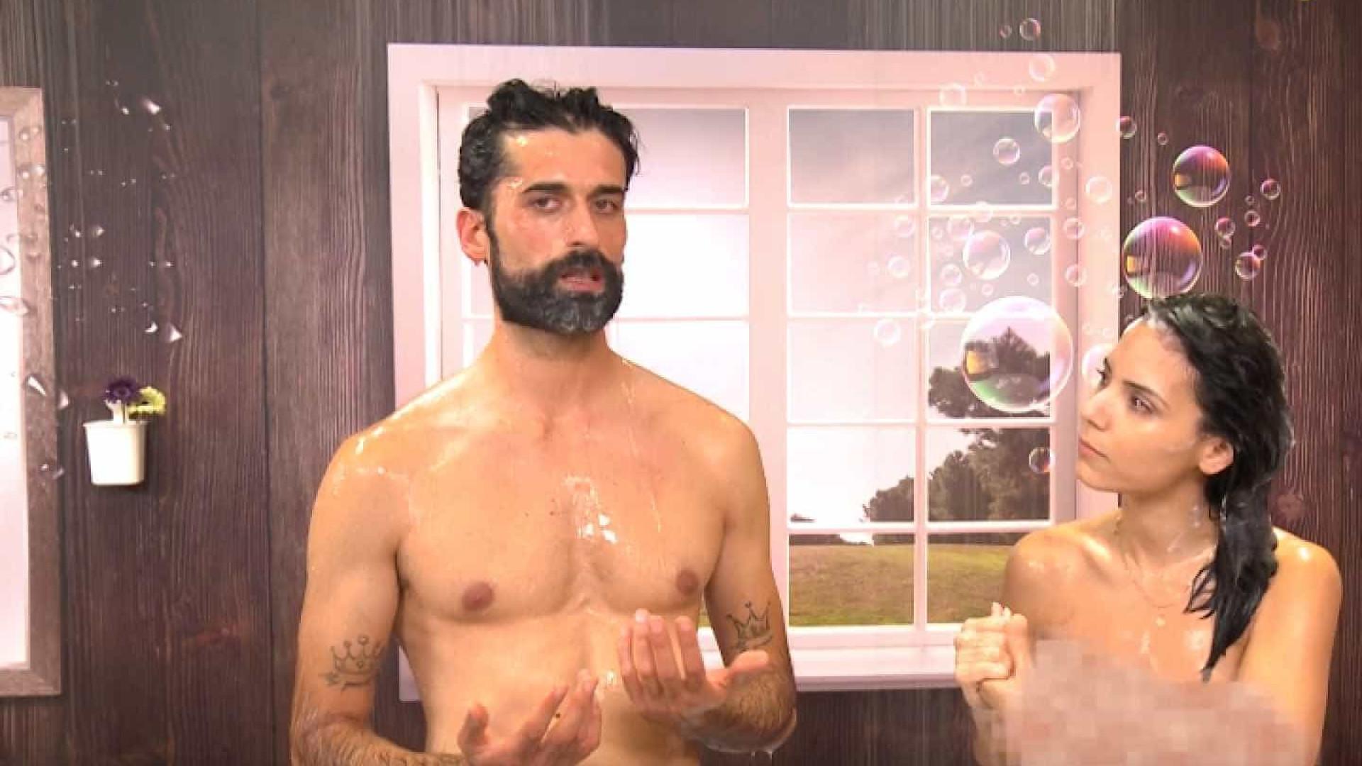 """""""Programa surgiu porque a minha mulher apanhou-me com uma gaja no duche"""""""