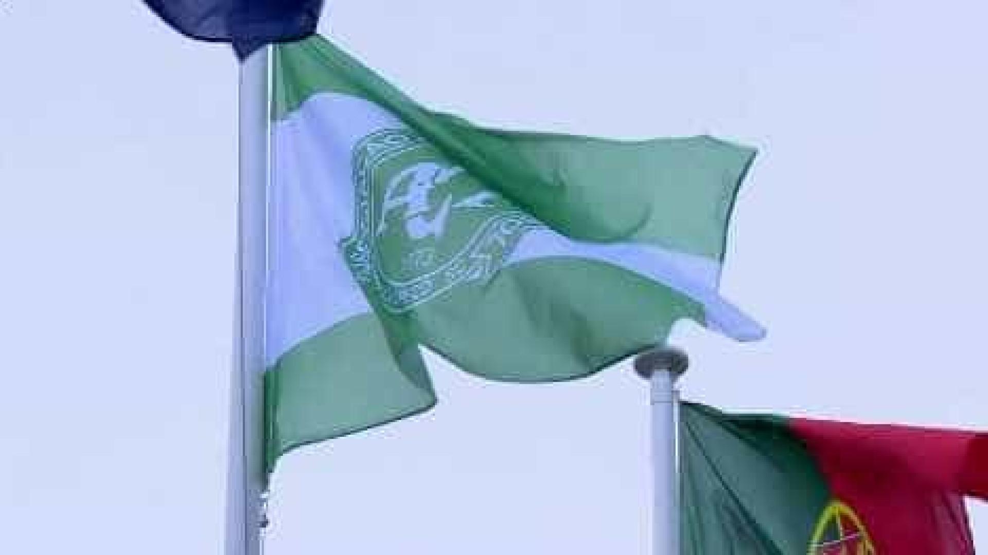 FPF hasteia bandeira do Chapecoense na Cidade do Futebol