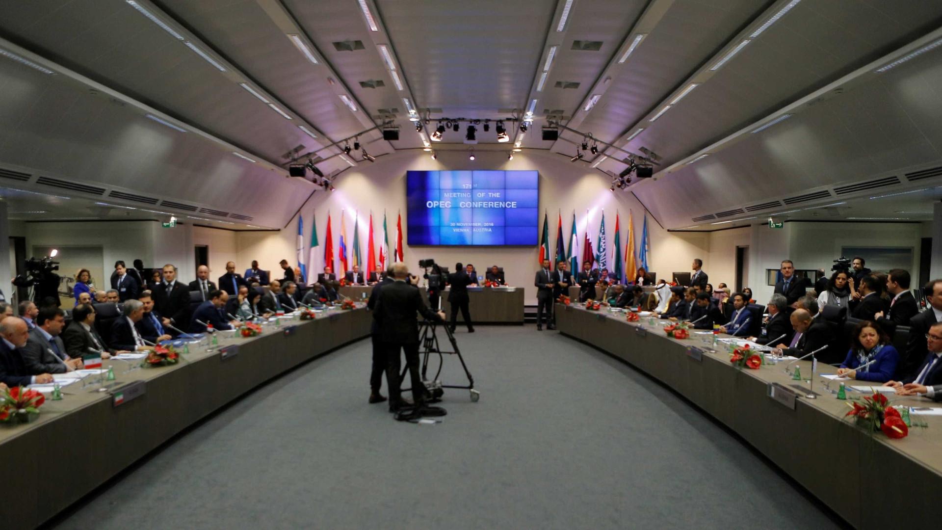 OPEP confirma corte de produção. Petróleo já dispara mais de 8%