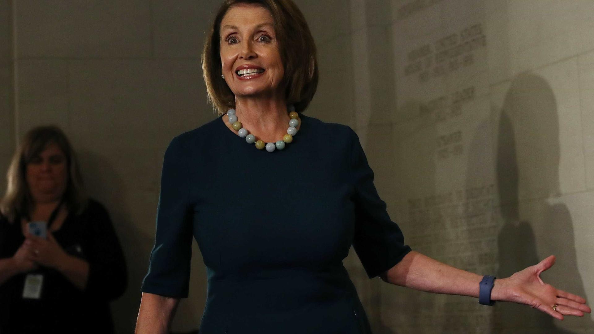 Nancy Pelosi reeleita líder democrata da Câmara dos Representantes