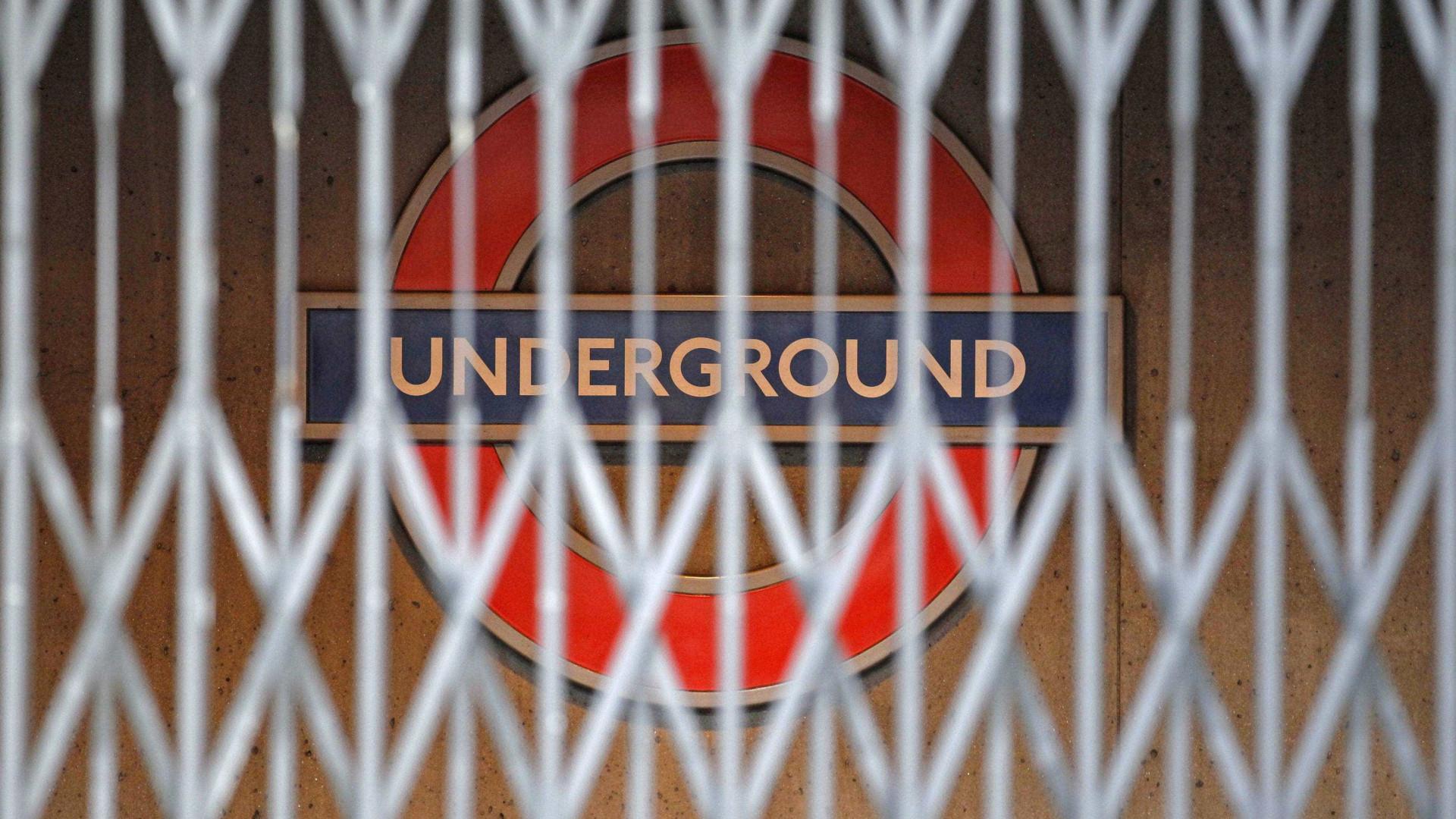 """Estação de metro em Londres evacuada após """"emergência"""""""