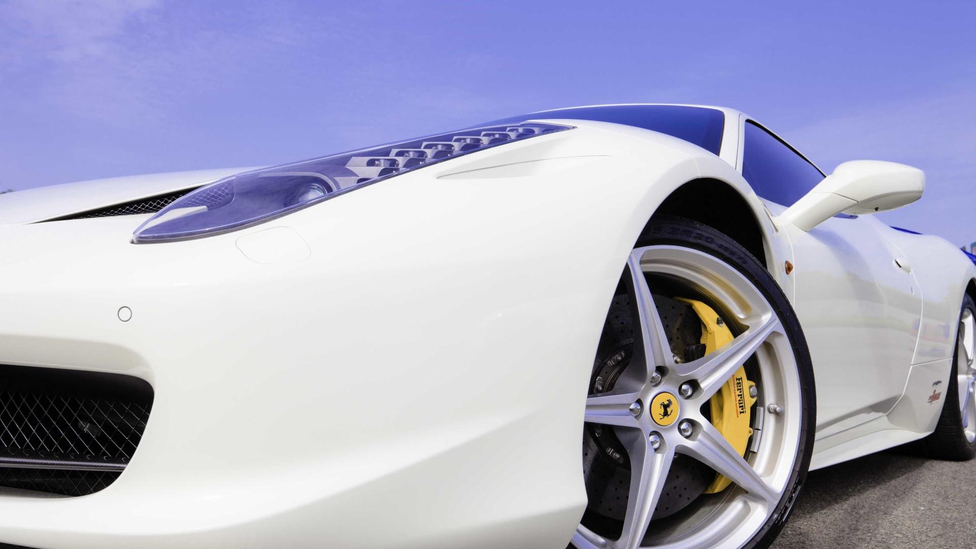 China cria imposto adicional de 10% na compra de carros de luxo