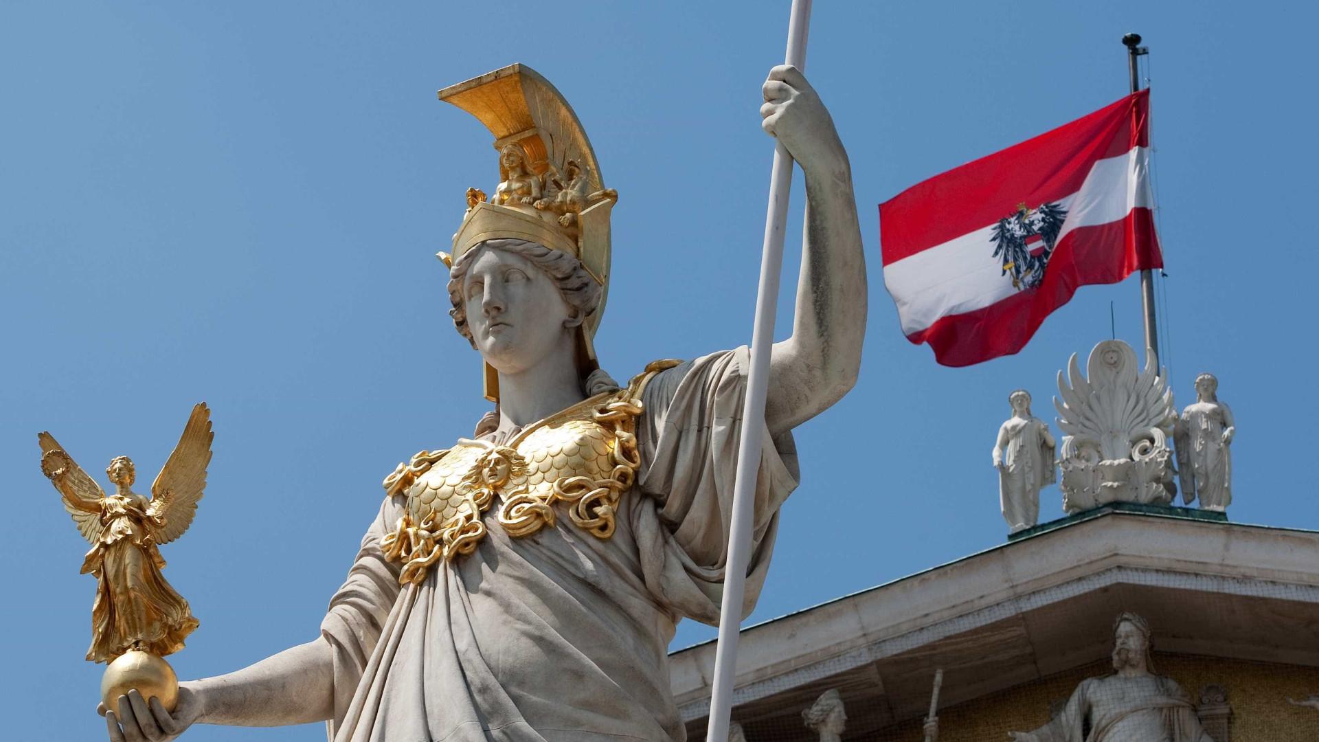 """Sem presidente há meses, Áustria está a sentir-se """"república das bananas"""""""
