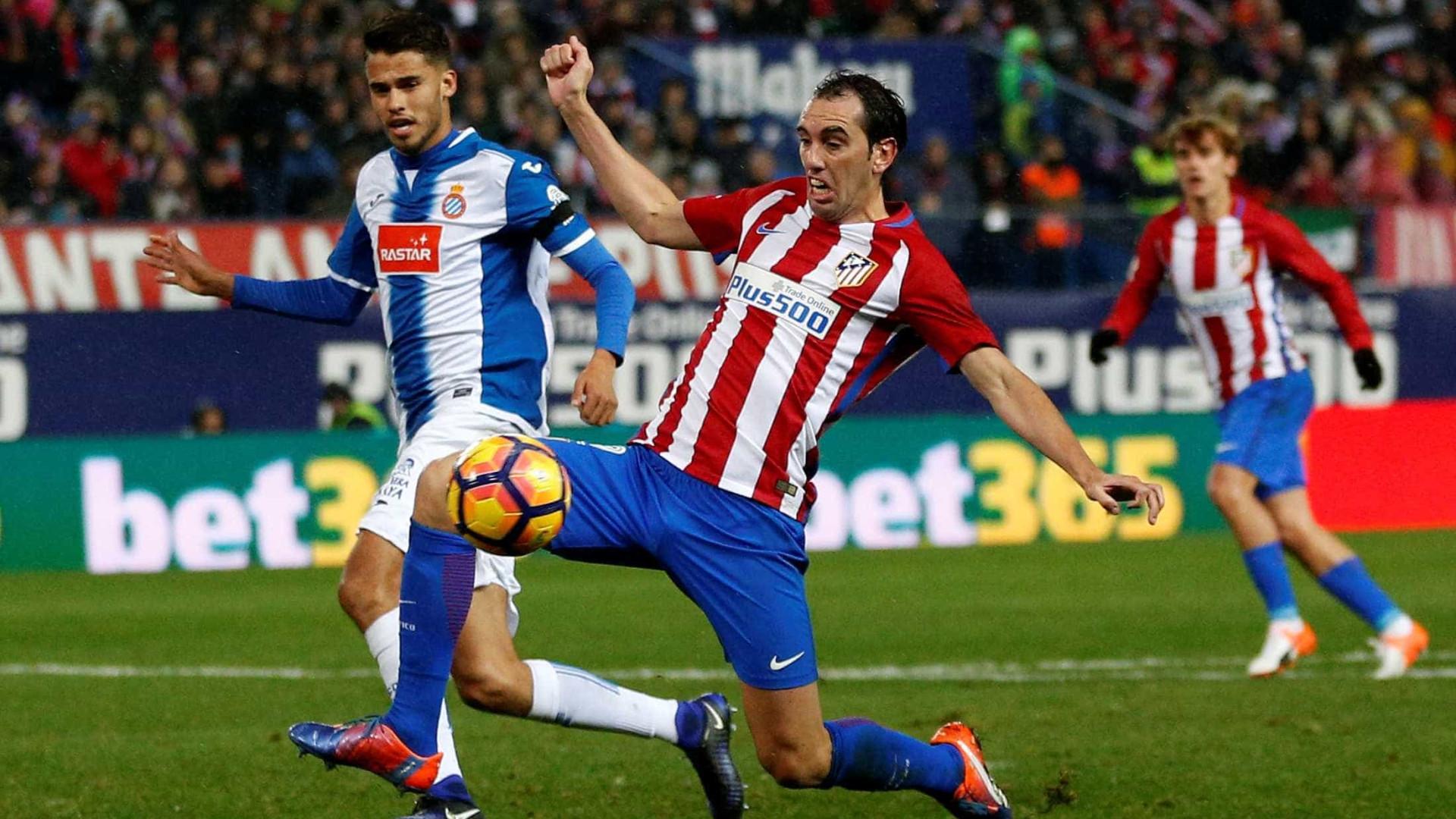 Diego Reyes soma interessados. Regresso ao FC Porto cada vez mais longe